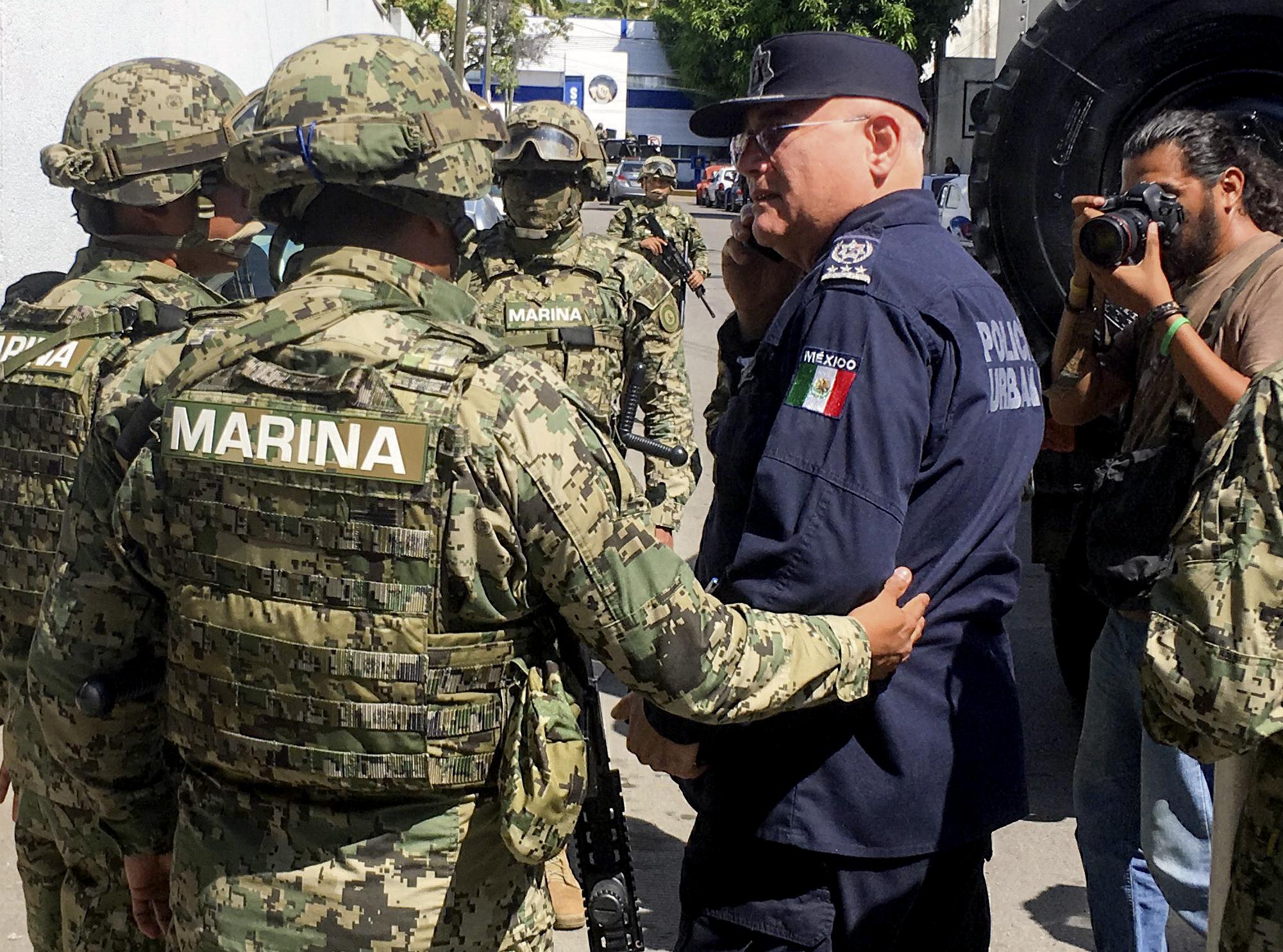 Az egész acapulcói rendőrkapitányságot drogbűnözéssel gyanúsítják