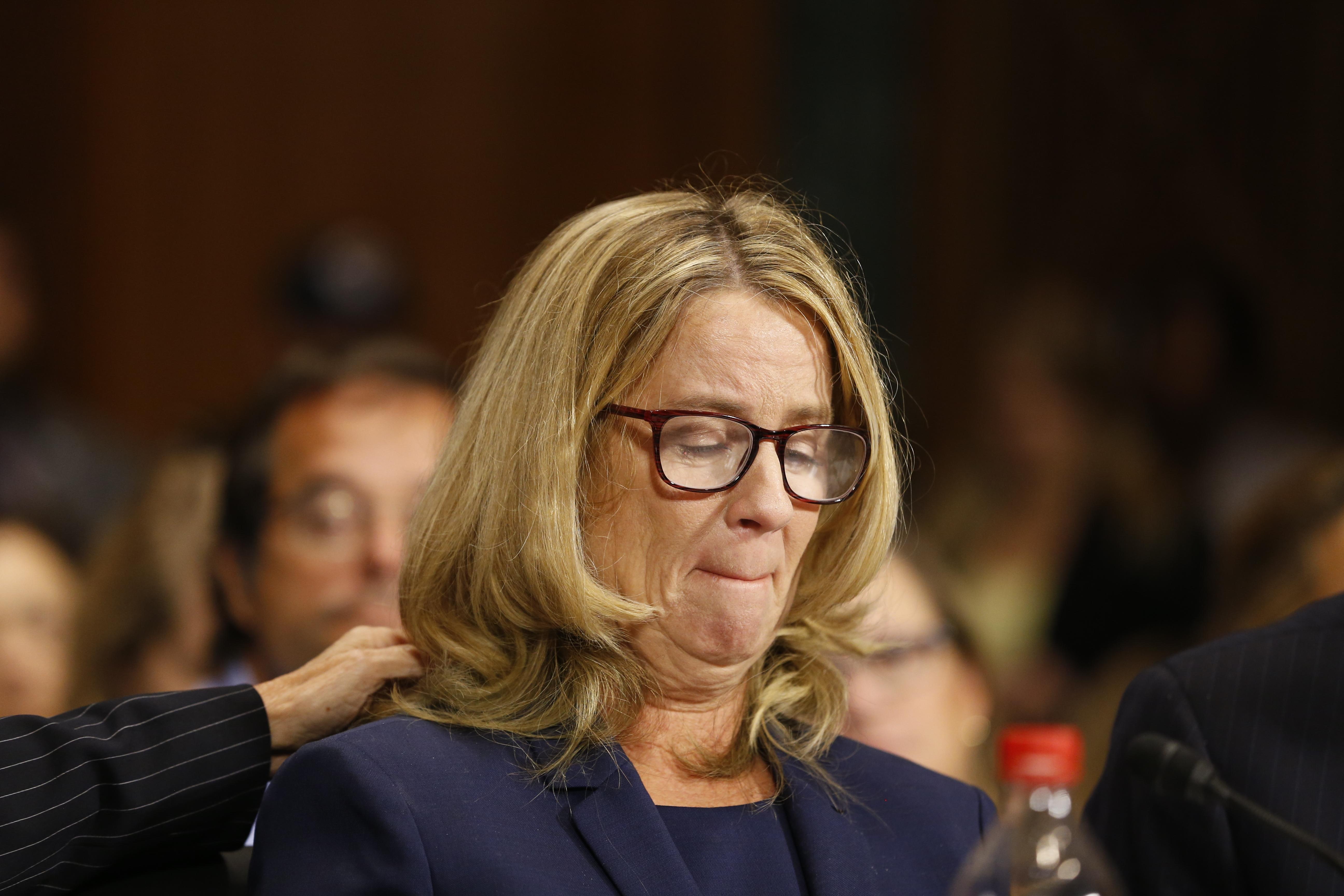 Christine Blasey Ford szenátusi bizottság előtt beszélt arról, hogy Brett Kavanaugh a középiskolában megpróbálta megerőszakolni