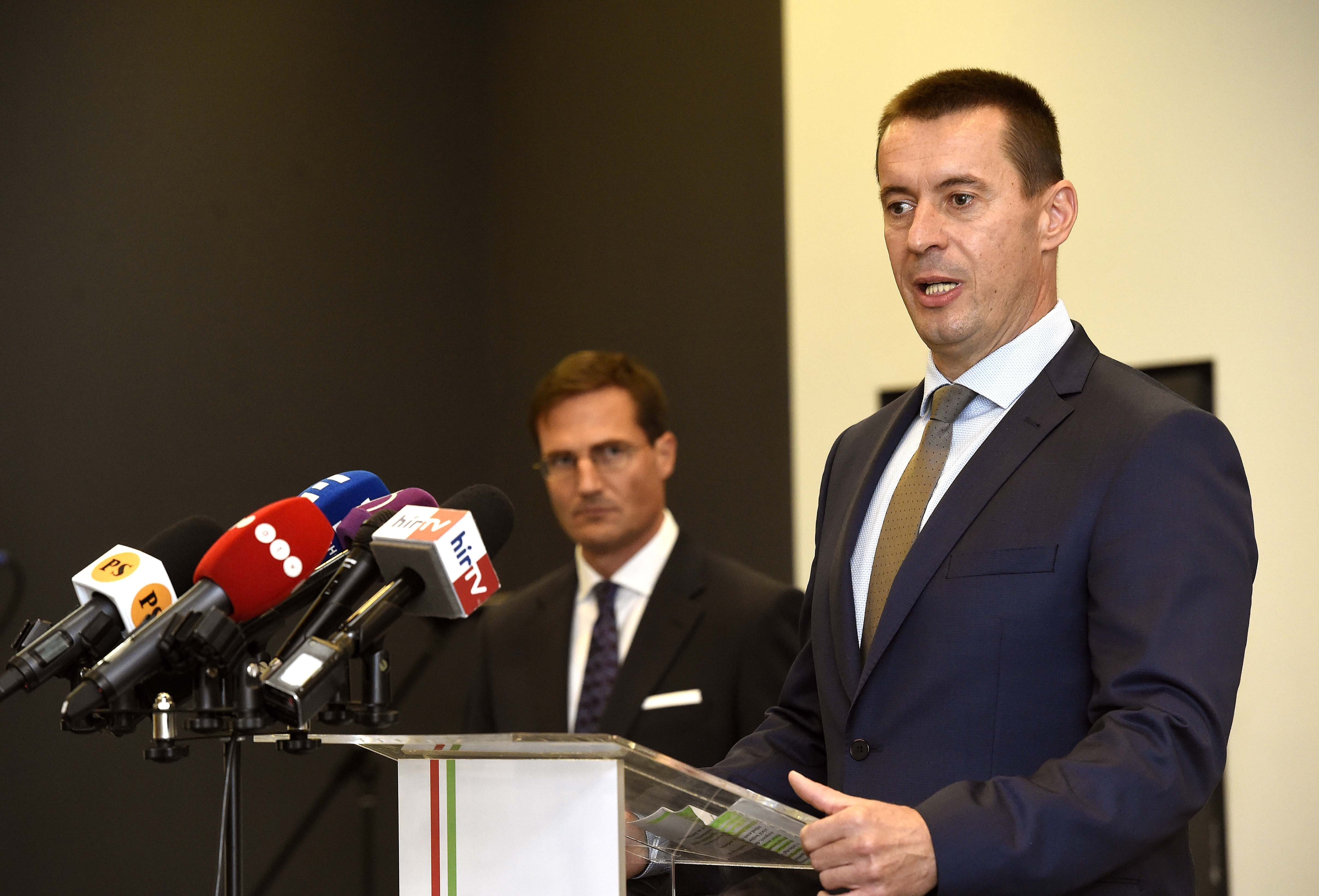 A Jobbik elnöke szerint lassan attól kell félni, hogy a magyar nevet szinonim fogalommá teszik a lopással és a tolvajlással