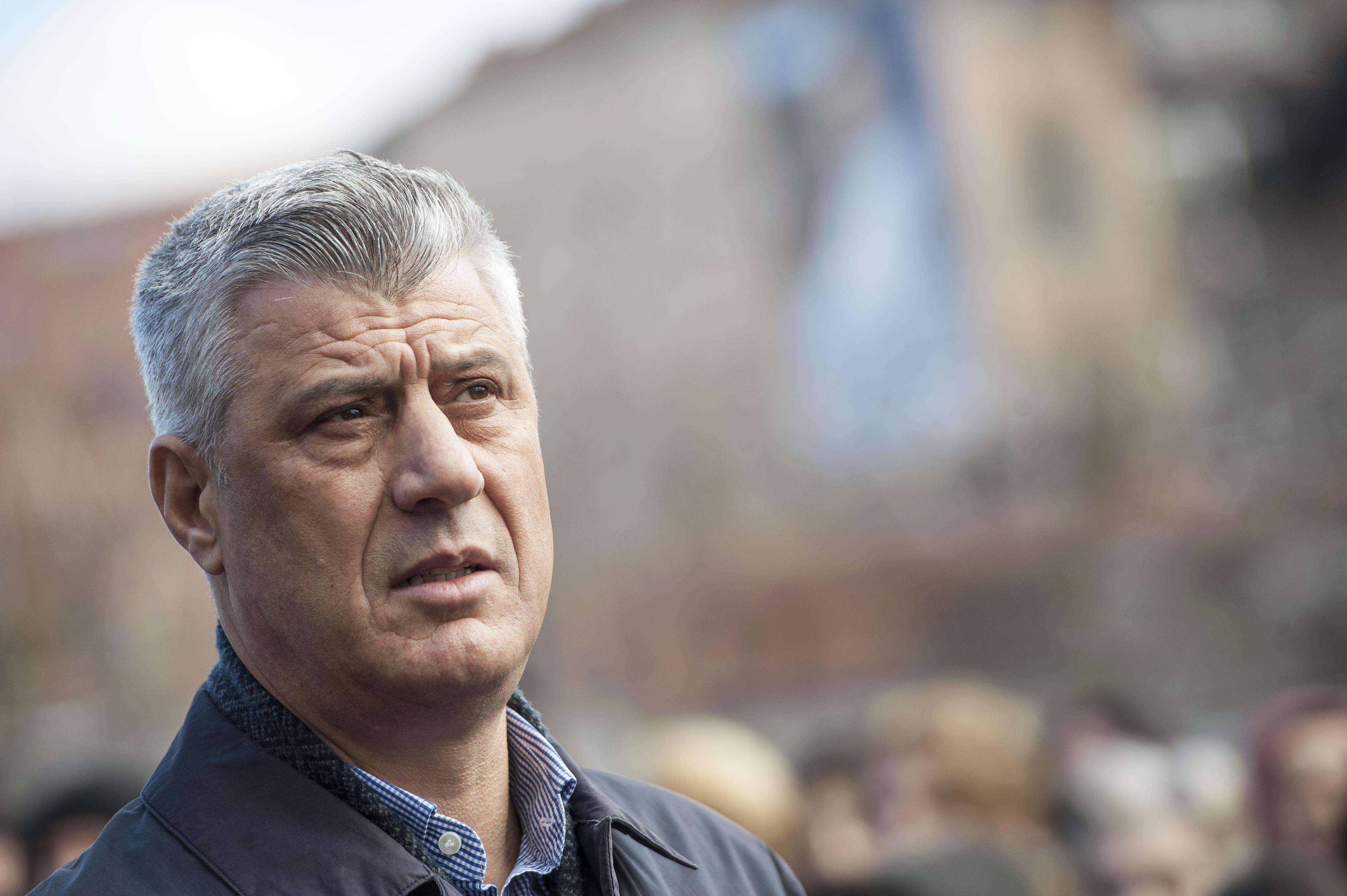 Több ezren tüntettek Koszovóban, a szerb hadsereget a legmagasabb fokú harckészültségbe helyezték