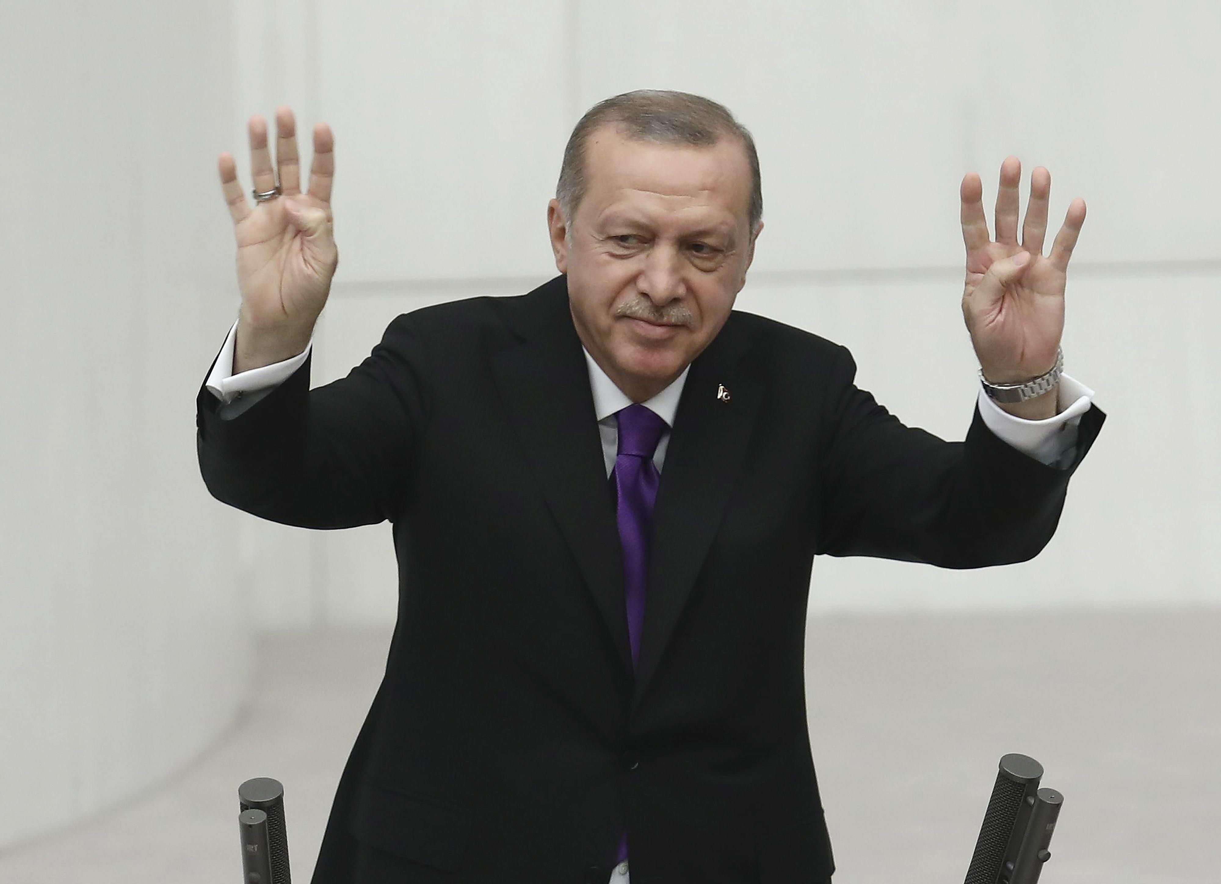 Tíz és fél év börtönre ítélték Erdogan legnagyobb ellenségének testvérét