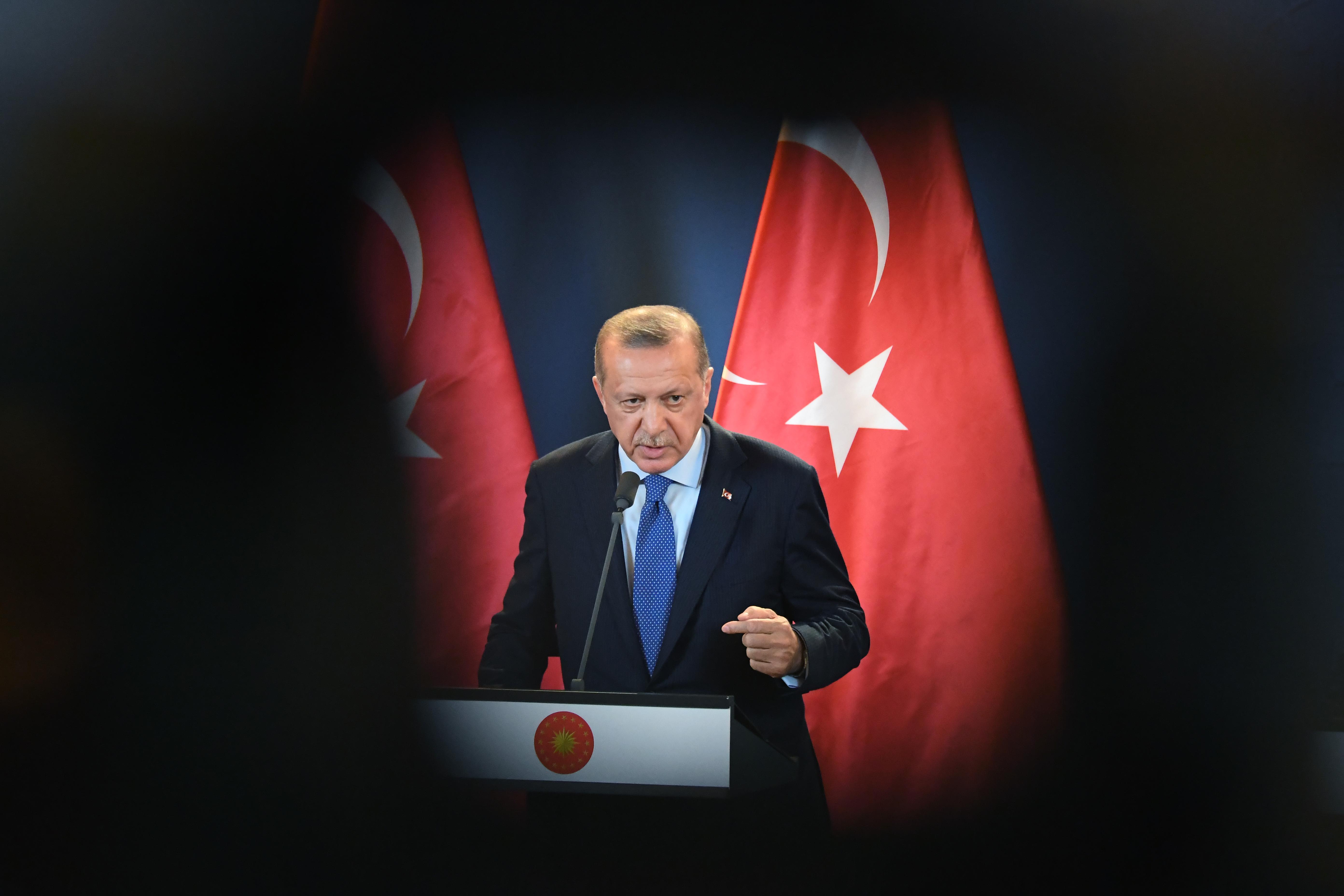 Erdogan elbukhatja Ankarát és akár Isztambult is
