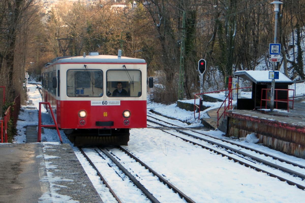 Karácsony és Pokorni közösen kéri a kormányt, hogy a fogaskerekű útvonalát hosszabbítsák meg a Normafáig