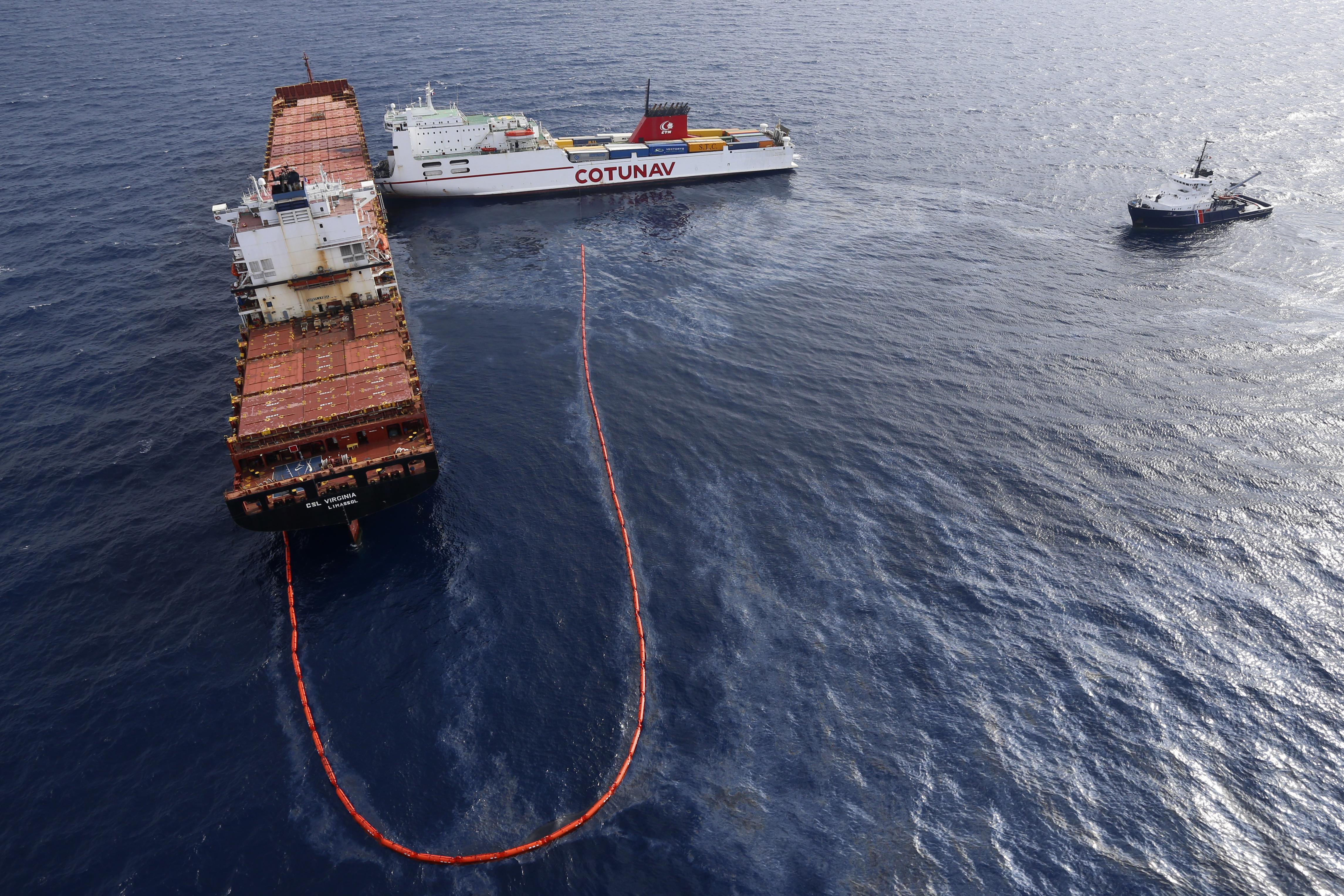 Gigantikus hálóval szedik a szemetet a Csendes-óceánon