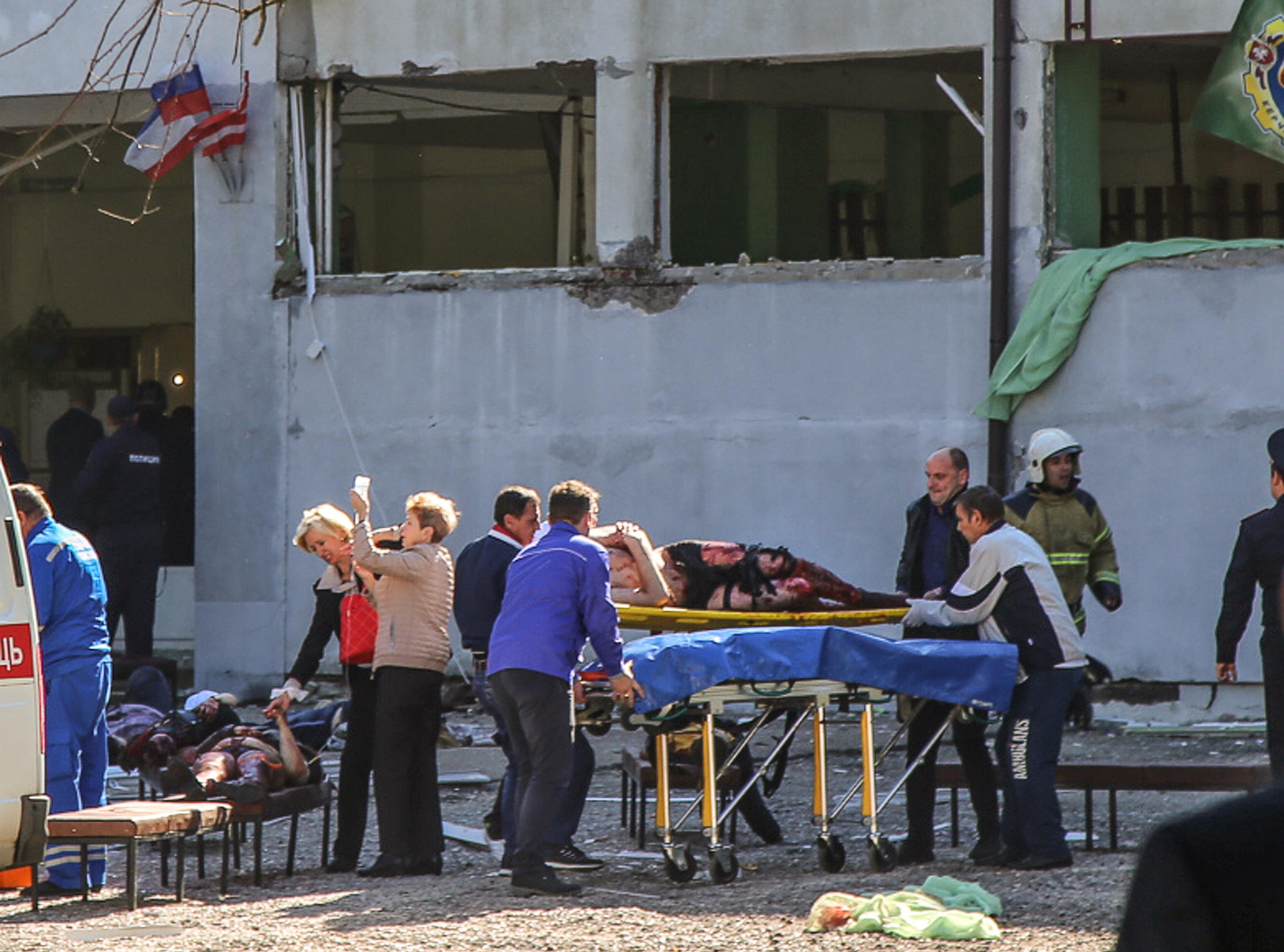 Végzős diák mészárolt a krími iskolában