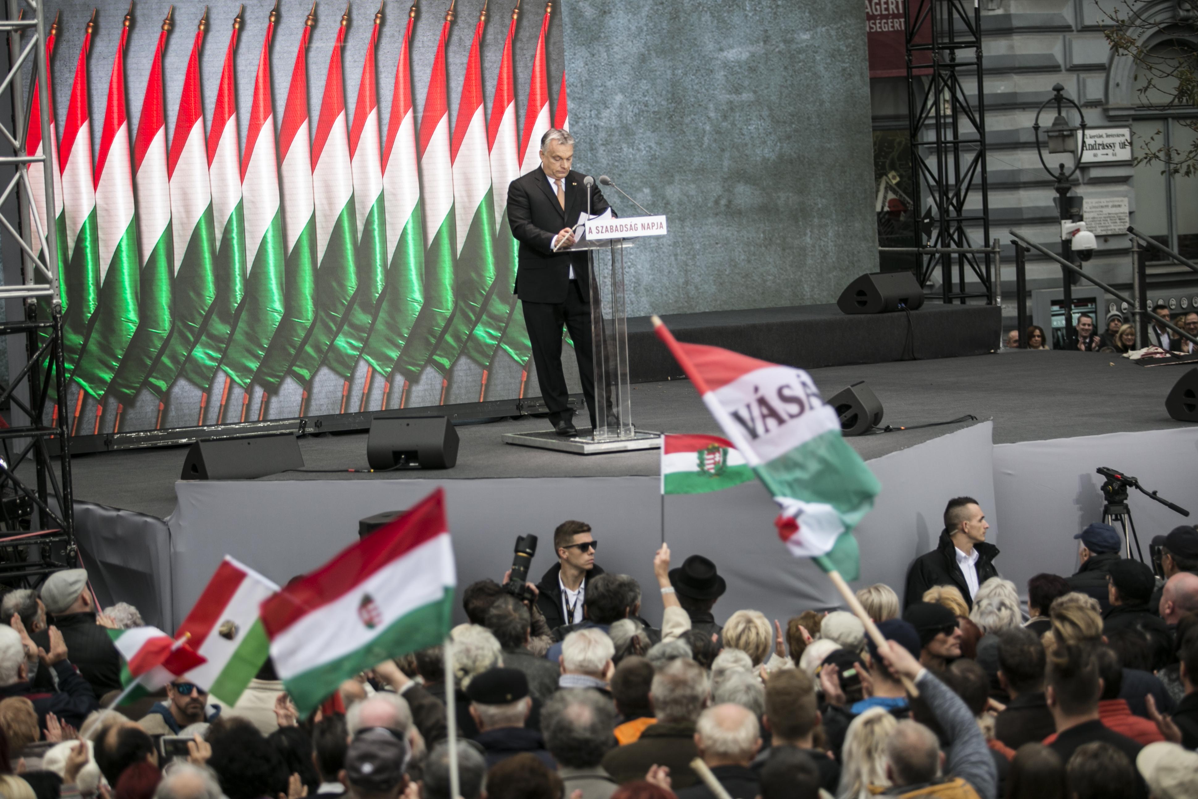 """Gondosan válogatott közönség előtt ünnepelte Orbán a """"Szabadság napját"""""""