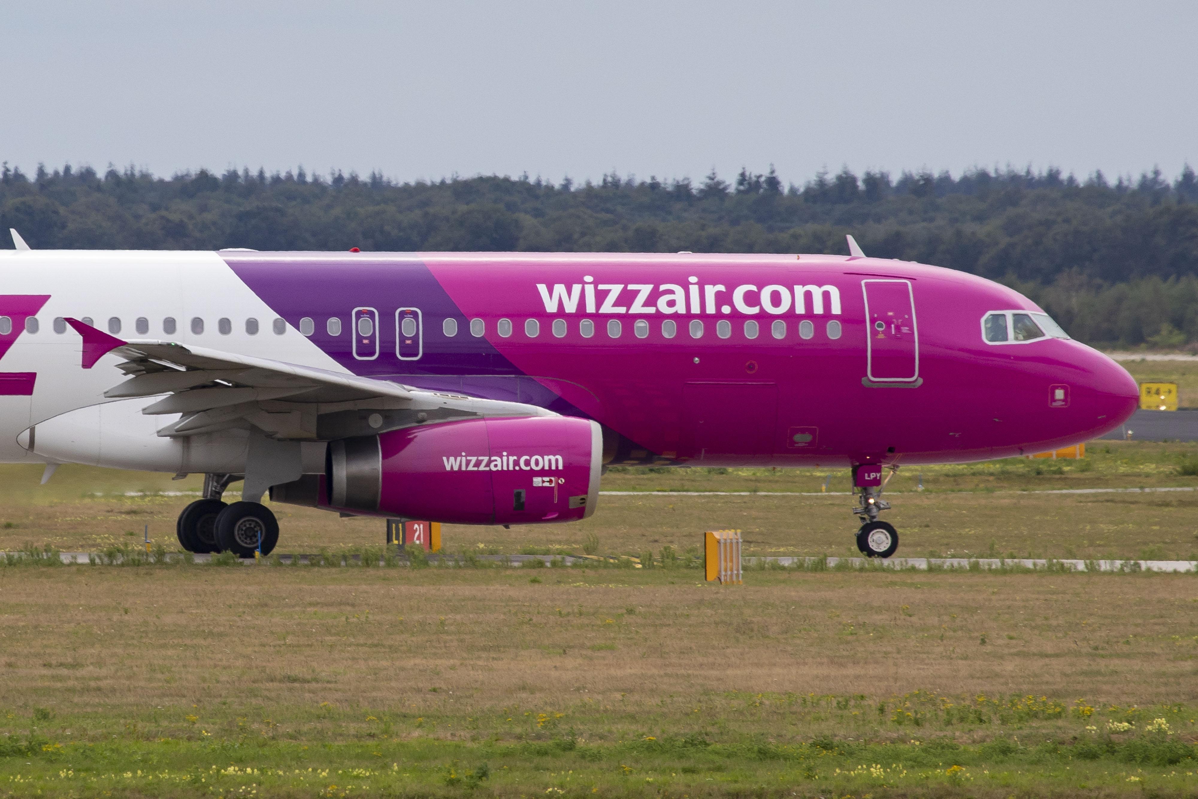 A kormány fogyasztóvédelmi vizsgálatot indít a Wizz Air és a Kartago Tours ellen