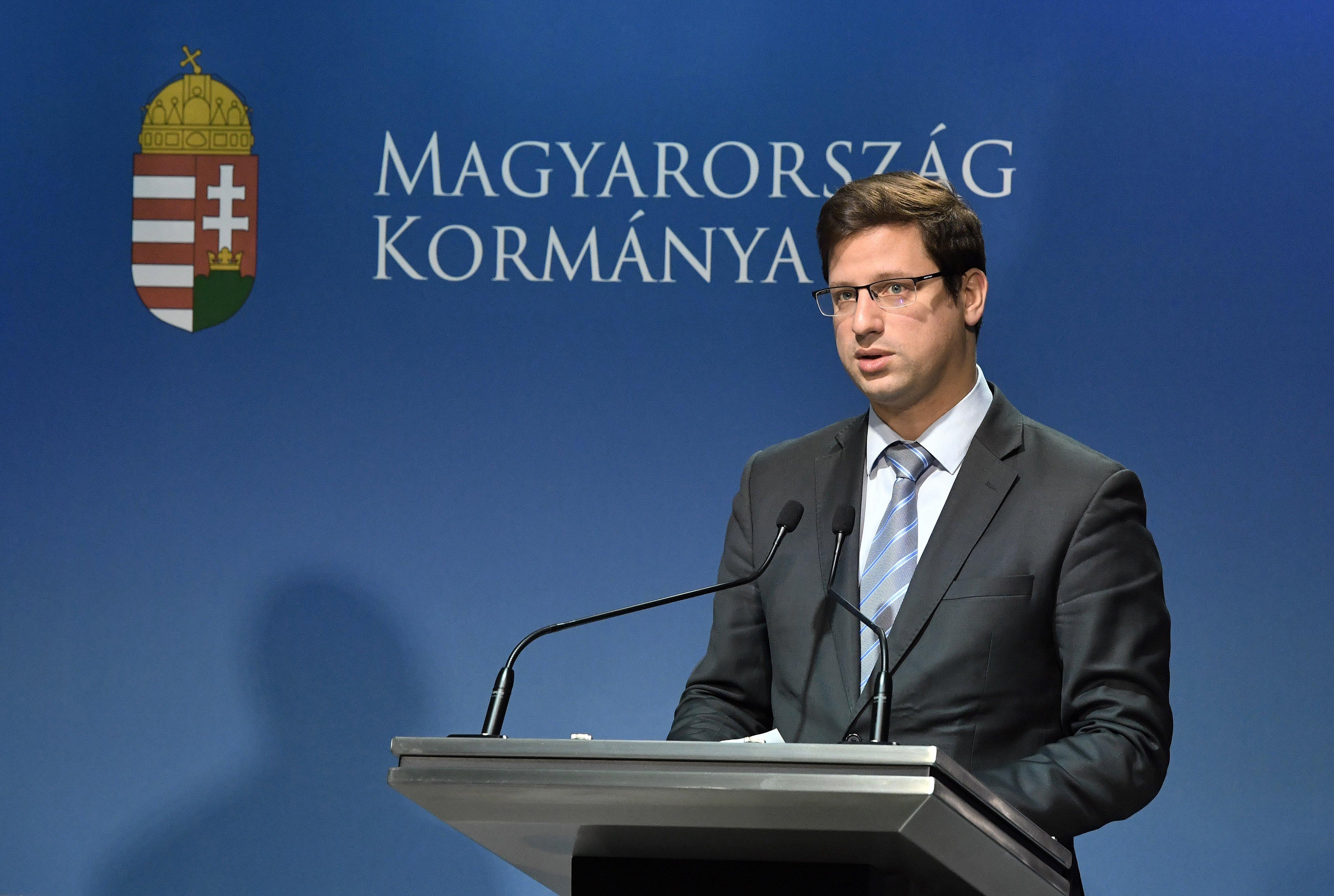 Gulyás Gergelyt megkérdezték, ki adott felhatalmazást a Gruevszkit furikázó diplomatáknak, de nem volt hajlandó mondani semmit