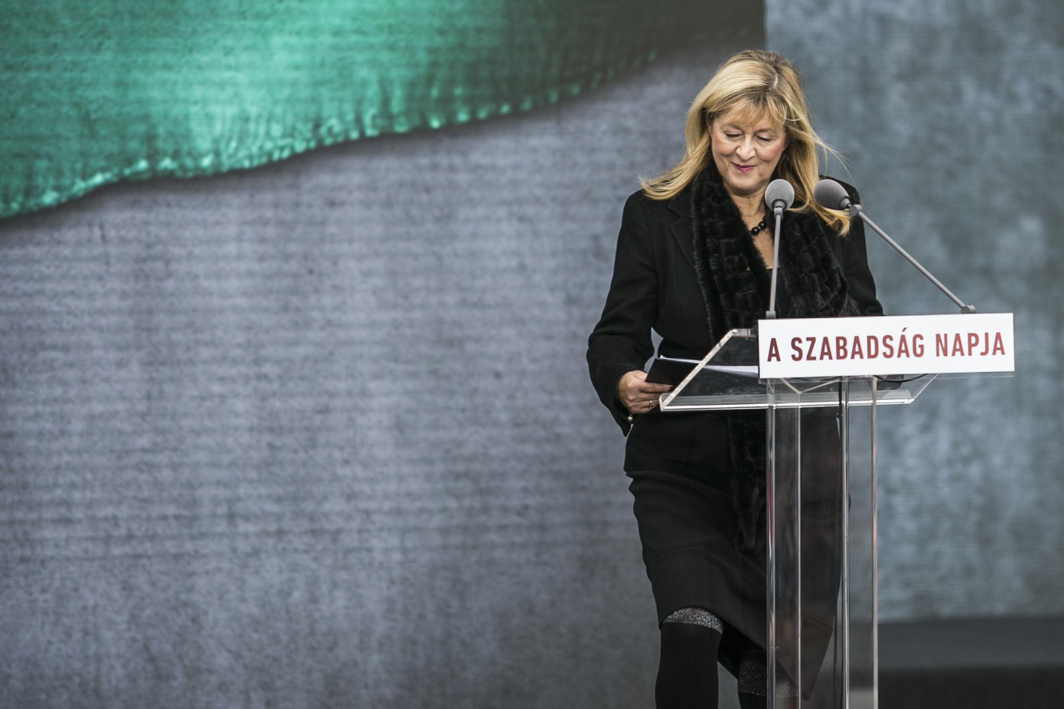 Schmidt Mária közalapítványa képezheti tovább a történelemtanárokat egymilliárd forintból