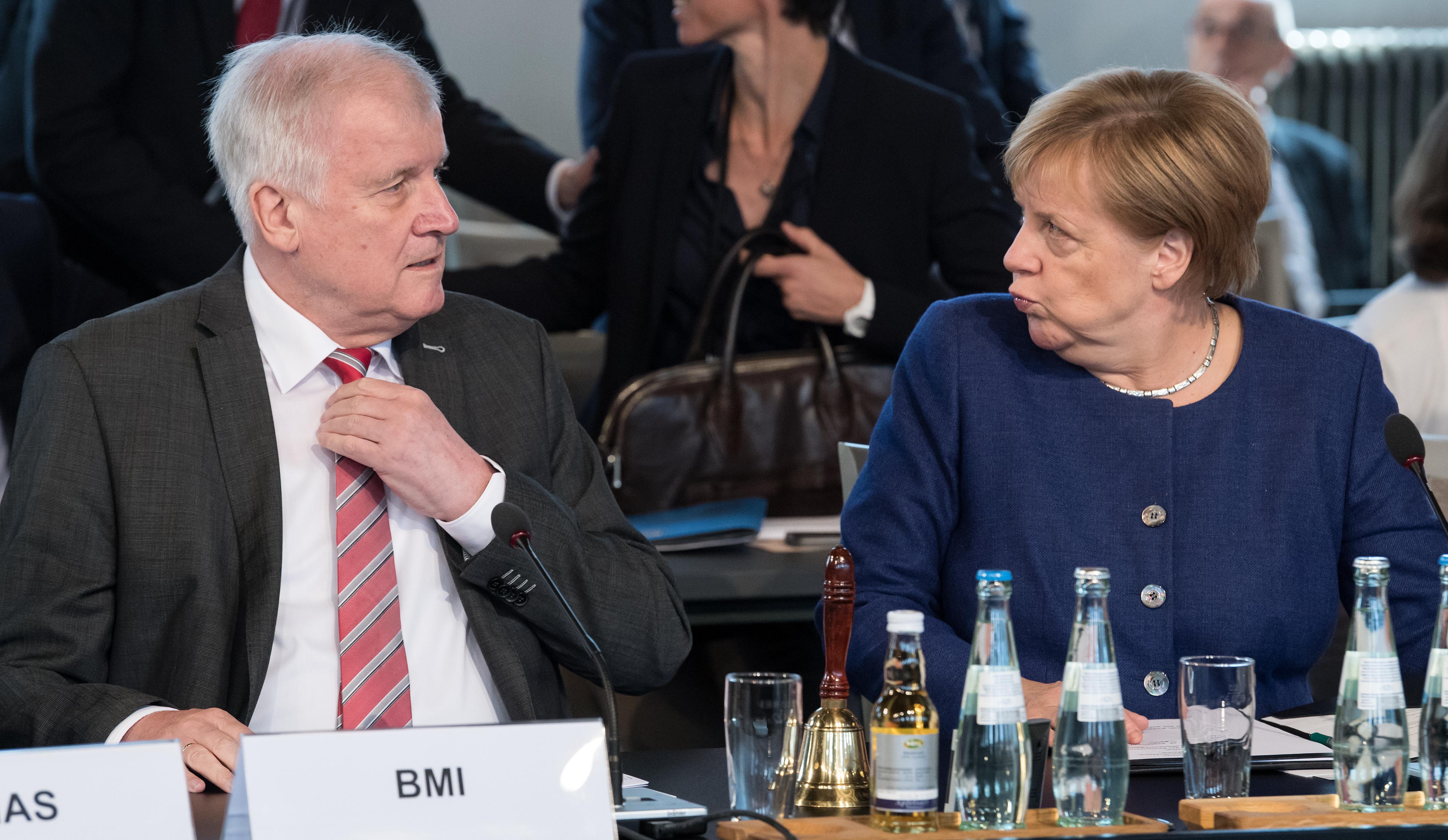 Távozik a CSU elnöki tisztségéből Horst Seehofer