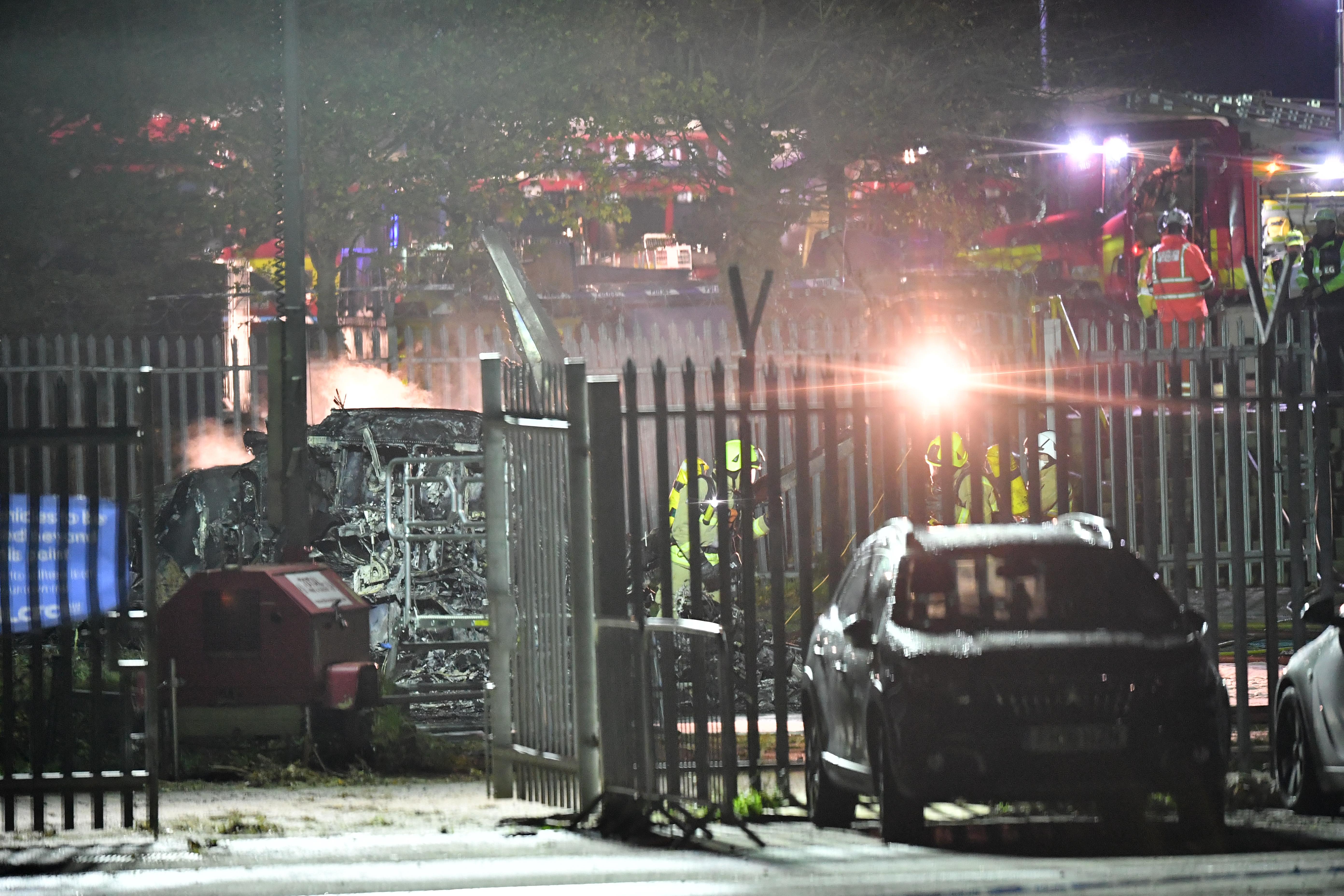 Megerősítették: a Leicester City tulajdonosa és további négy ember is meghalt a szombati helikopterbalesetben