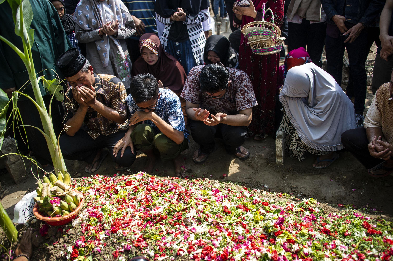 Búvárok megtalálták a lezuhant indonéz repülőgép feketedobozát