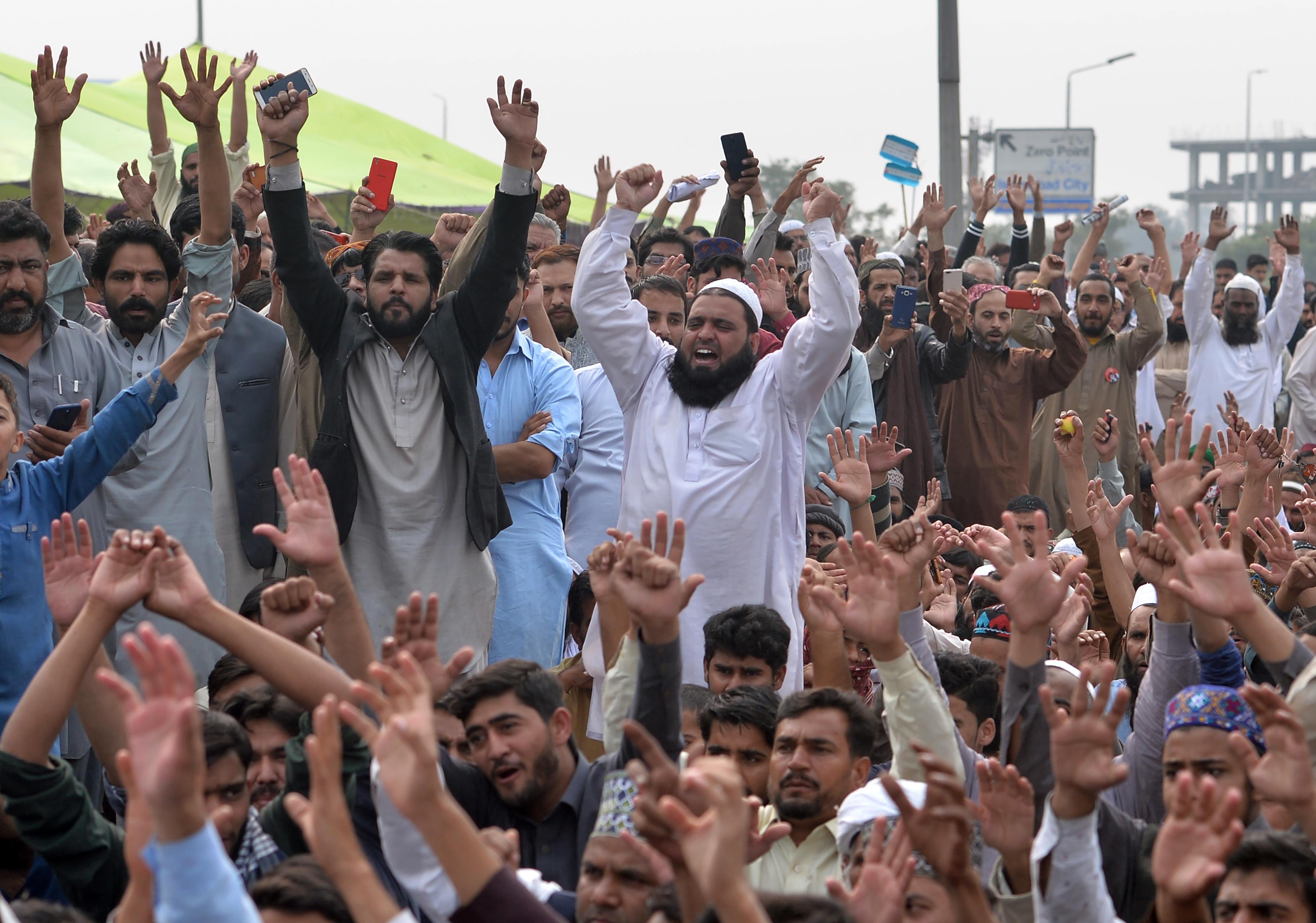 Elhagyja Pakisztánt az istenkáromlás miatt halálra ítélt, majd nyolc év után felmentett nő