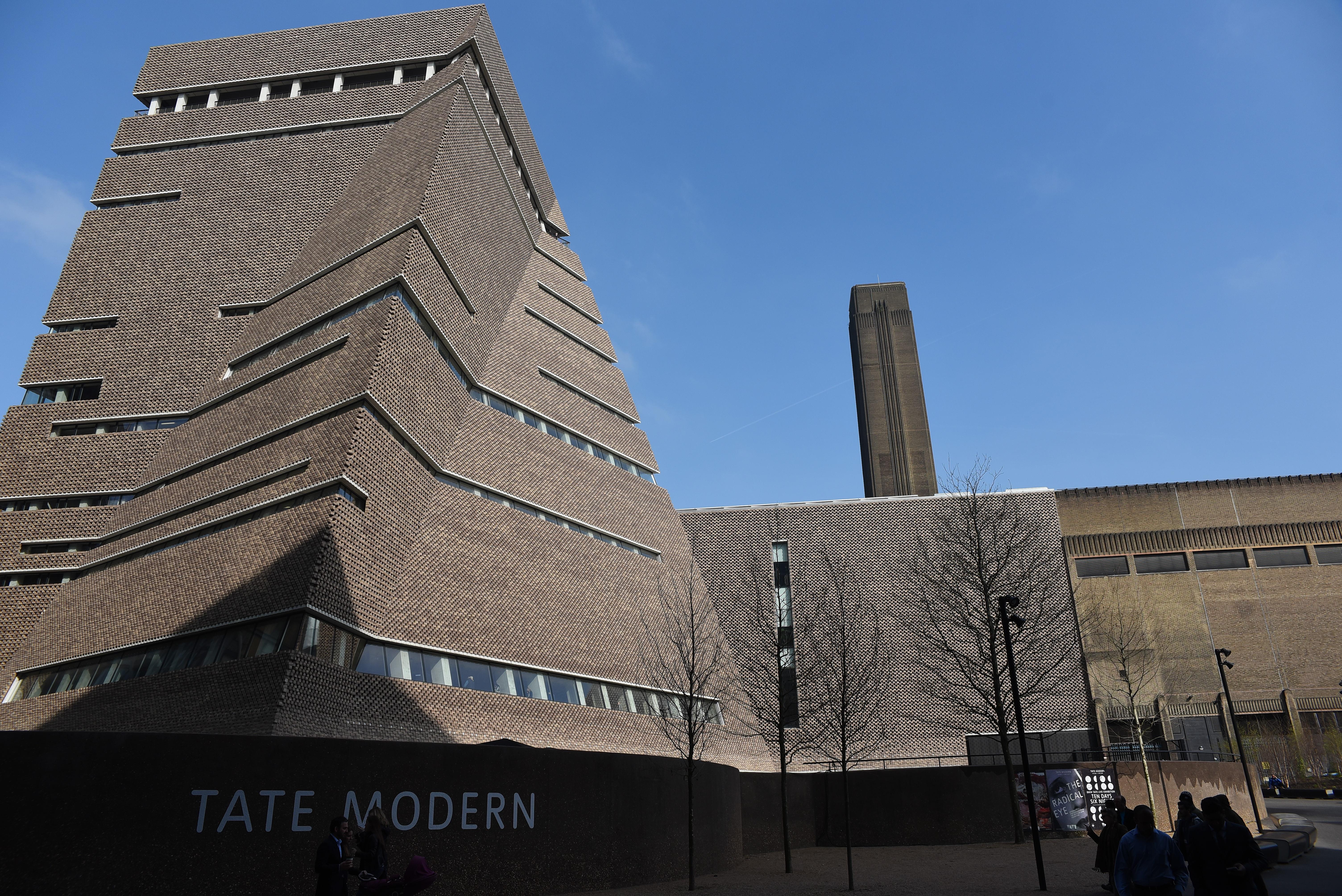 Lehajítottak egy hat éves kisfiút a Tate Modern múzeum 10. emeletéről