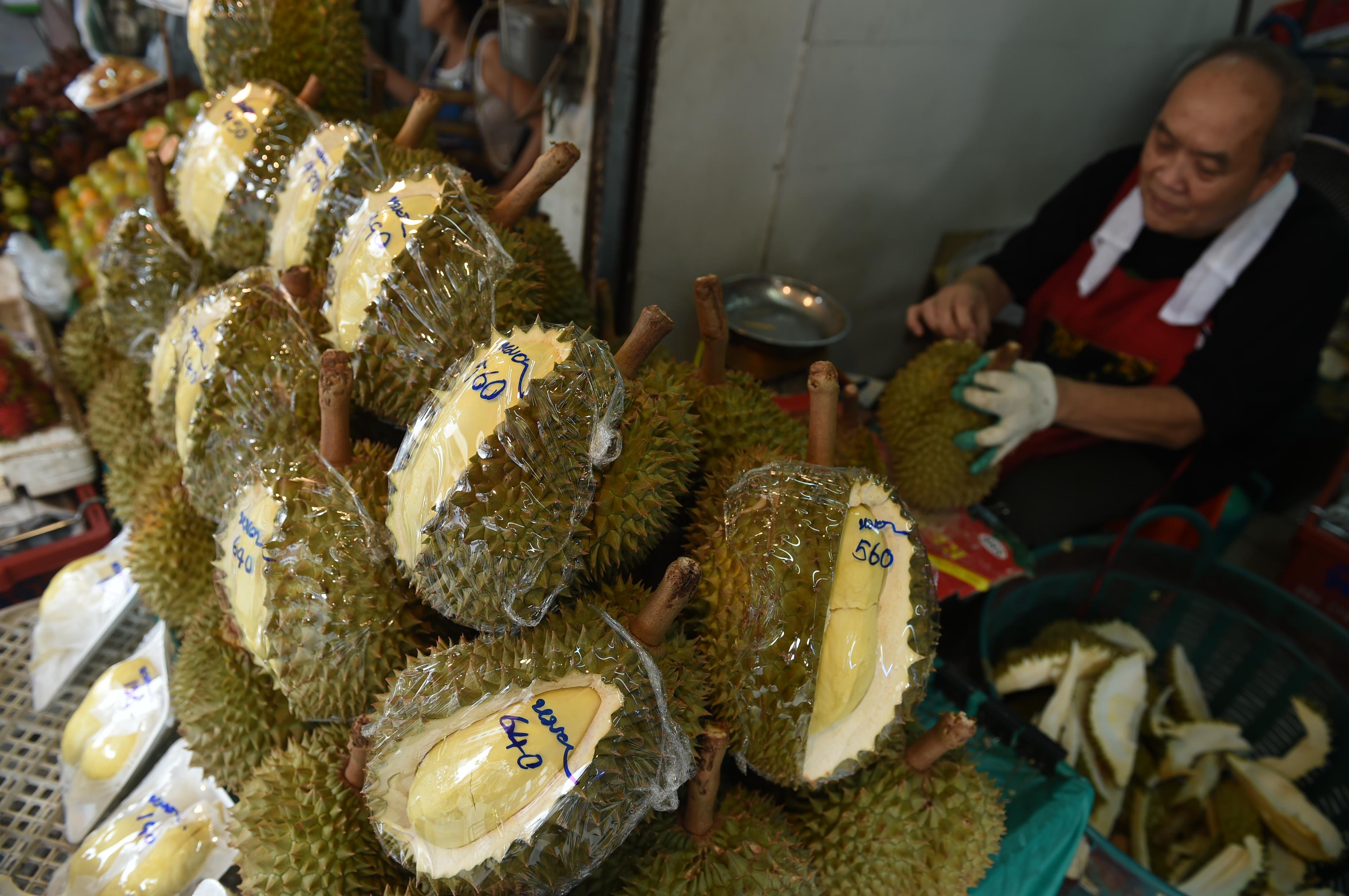 Le kellett tenni egy indonéz repülőt, mert az utasok panaszkodtak a 2 tonnás, extrém büdös duriánszállítmányra