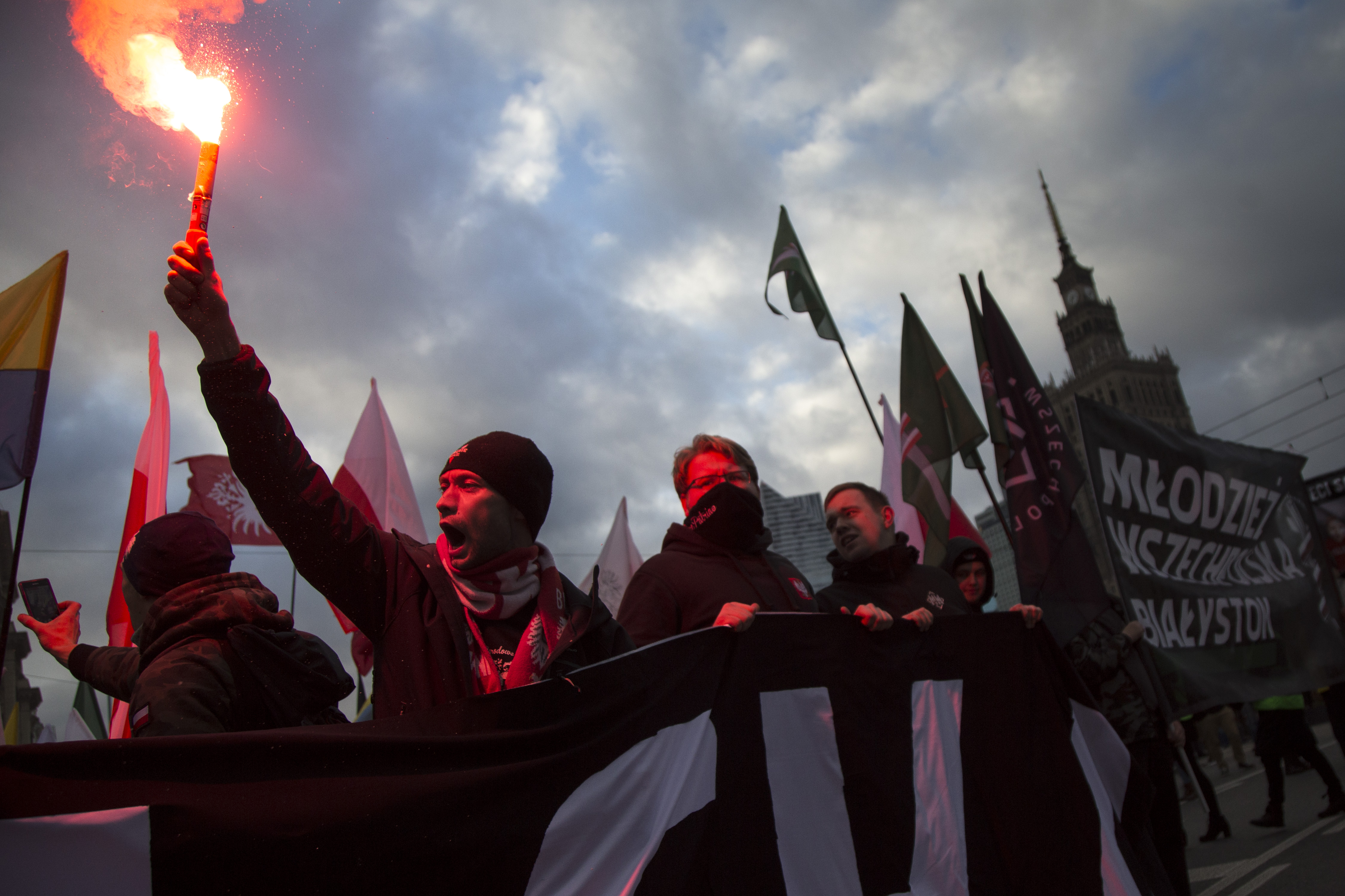 Varsó polgármestere betiltotta a szélsőjobbosok vonulását, ezért a kormány állami rendezvényként tartja meg a függetlenségi menetet