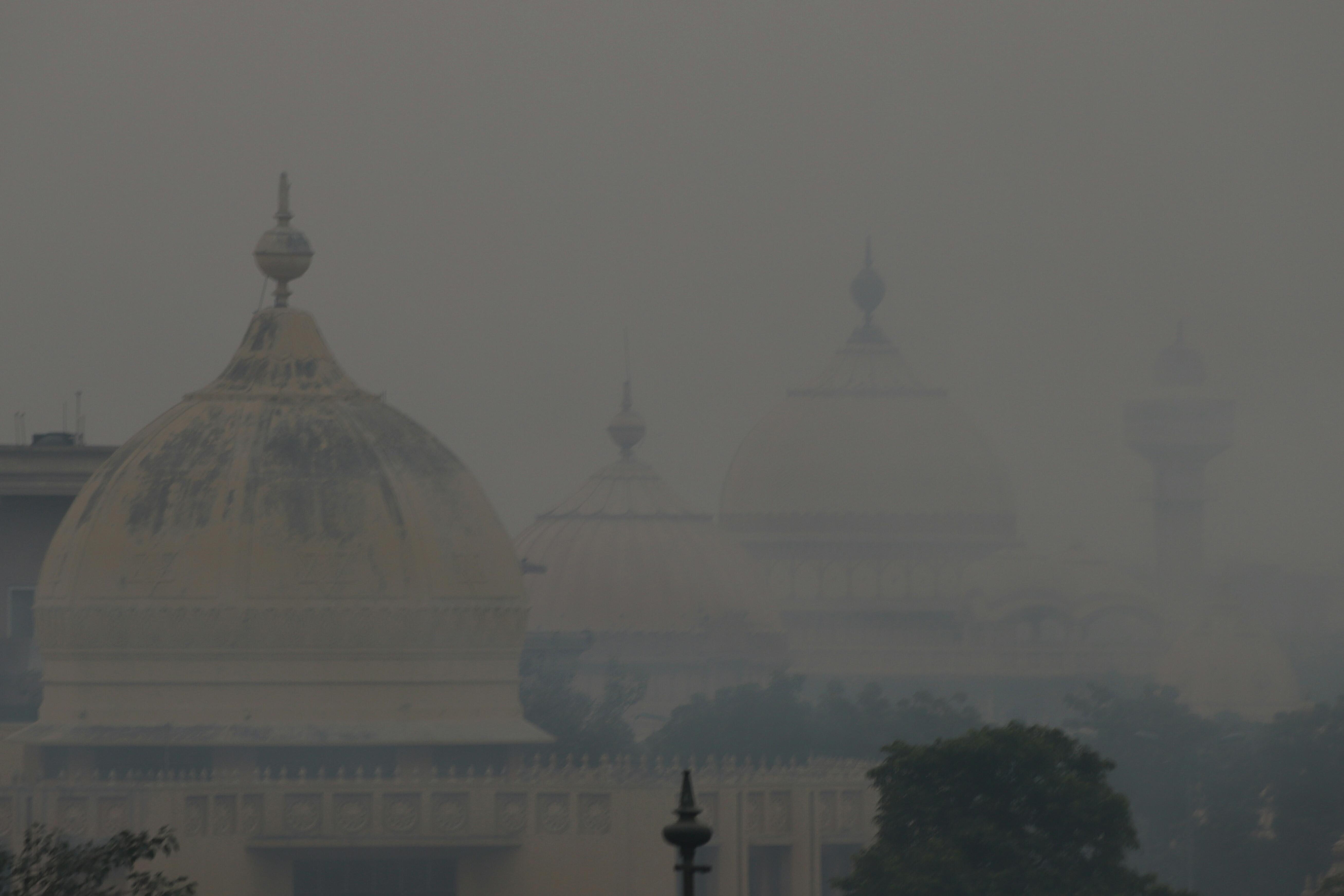 Akkorát buliztak a hinduk Delhiben, hogy csütörtökre mérgezővé vált a levegő