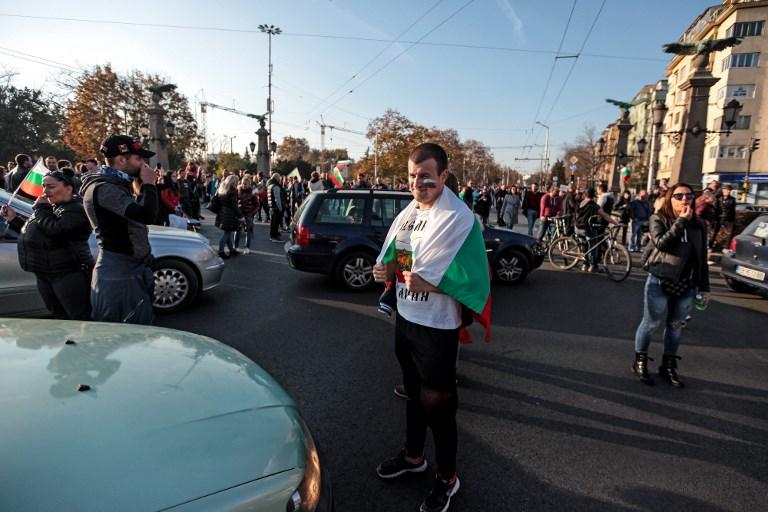 Blokádokkal, tüntetésekkel tiltakoztak Bulgáriában az autósok terhei ellen