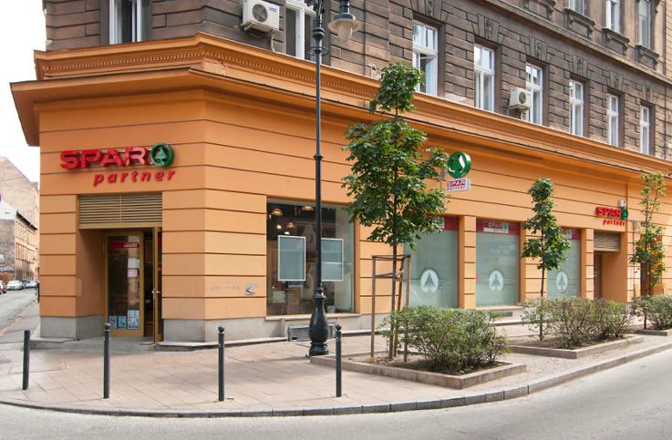 A Magyar Nemzet (tehát a kormány) szerint vizsgálat indulhat a Spar ellen, mert túl keveset fizetett a dolgozóinak