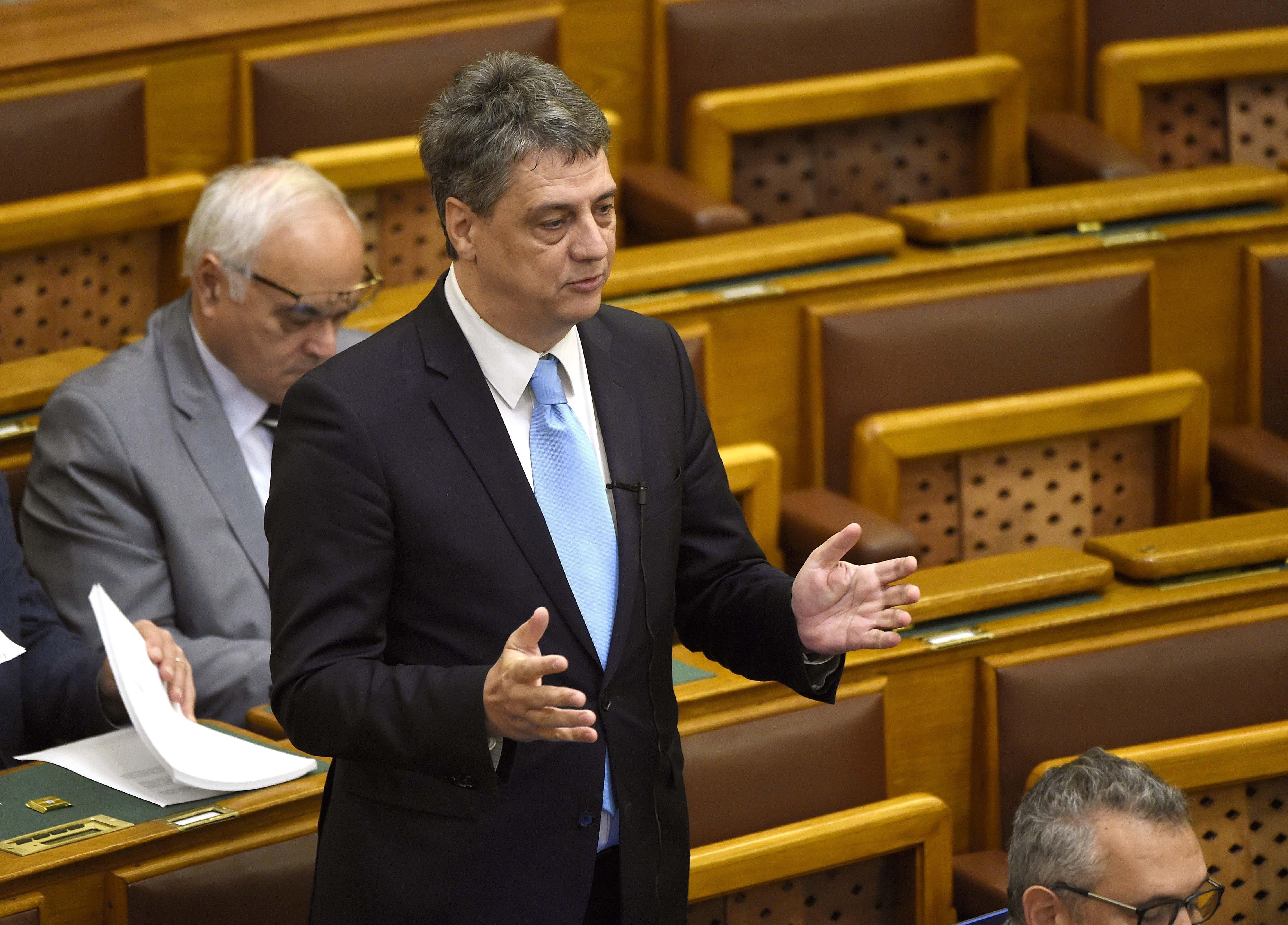 Lemondott parlamenti mandátumáról a pucérszelfik miatt Gréczy Zsolt
