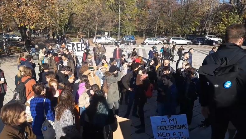 Sztrájknapot hirdettek az ELTE társadalomtudományi karán, CEU-s és corvinusos diákok is csatlakoztak