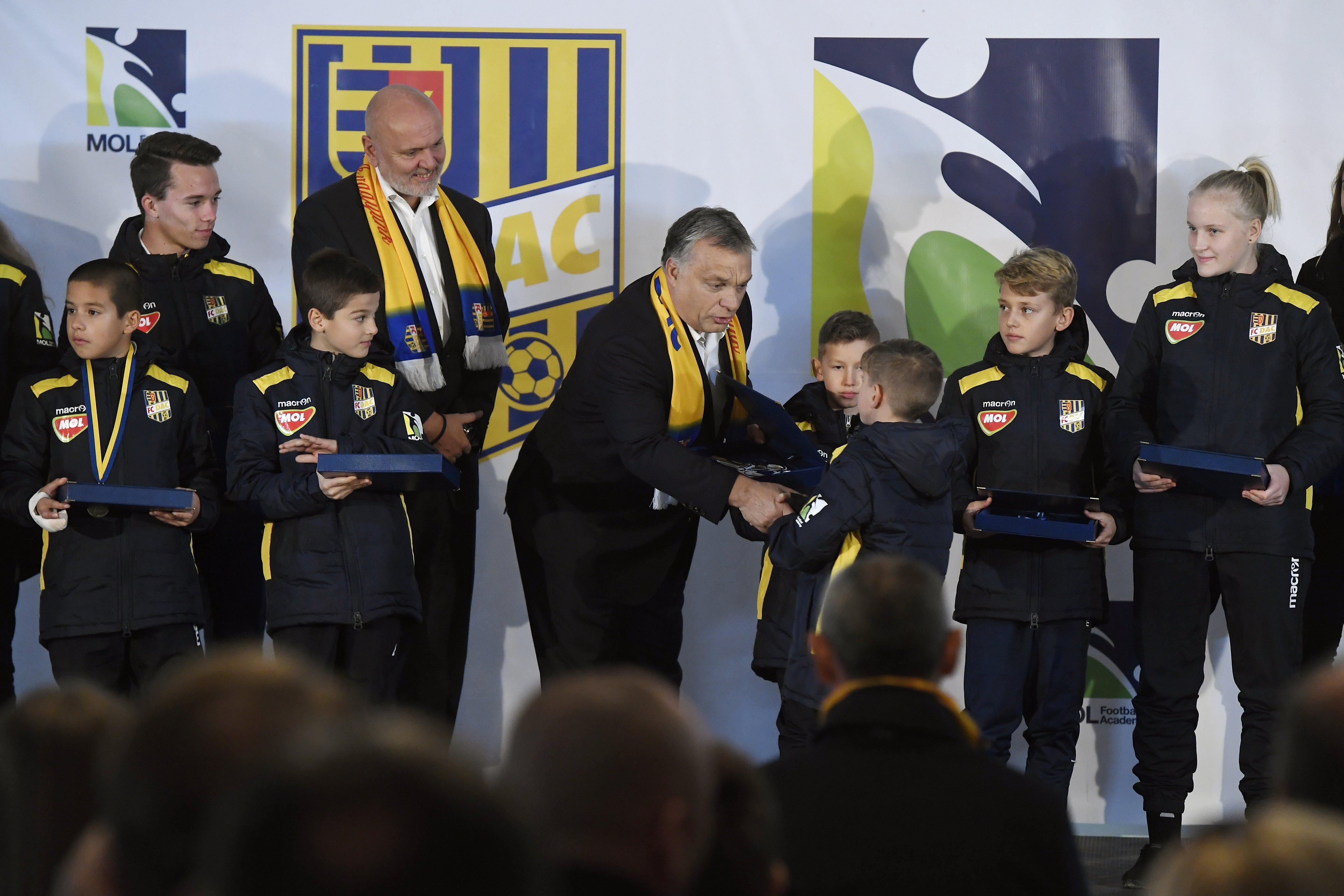 Kilenc határon túli fociakadémiát támogat a kormány
