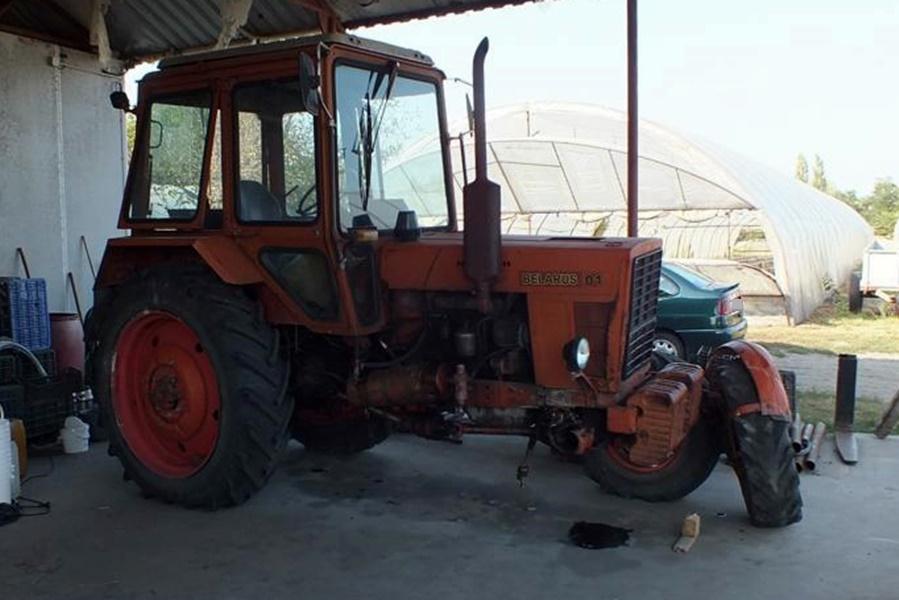 Mész a faluban, aztán egyszer csak meglátod a traktorodat az út szélén az árokba borulva, pedig te otthon hagytad a tanyán