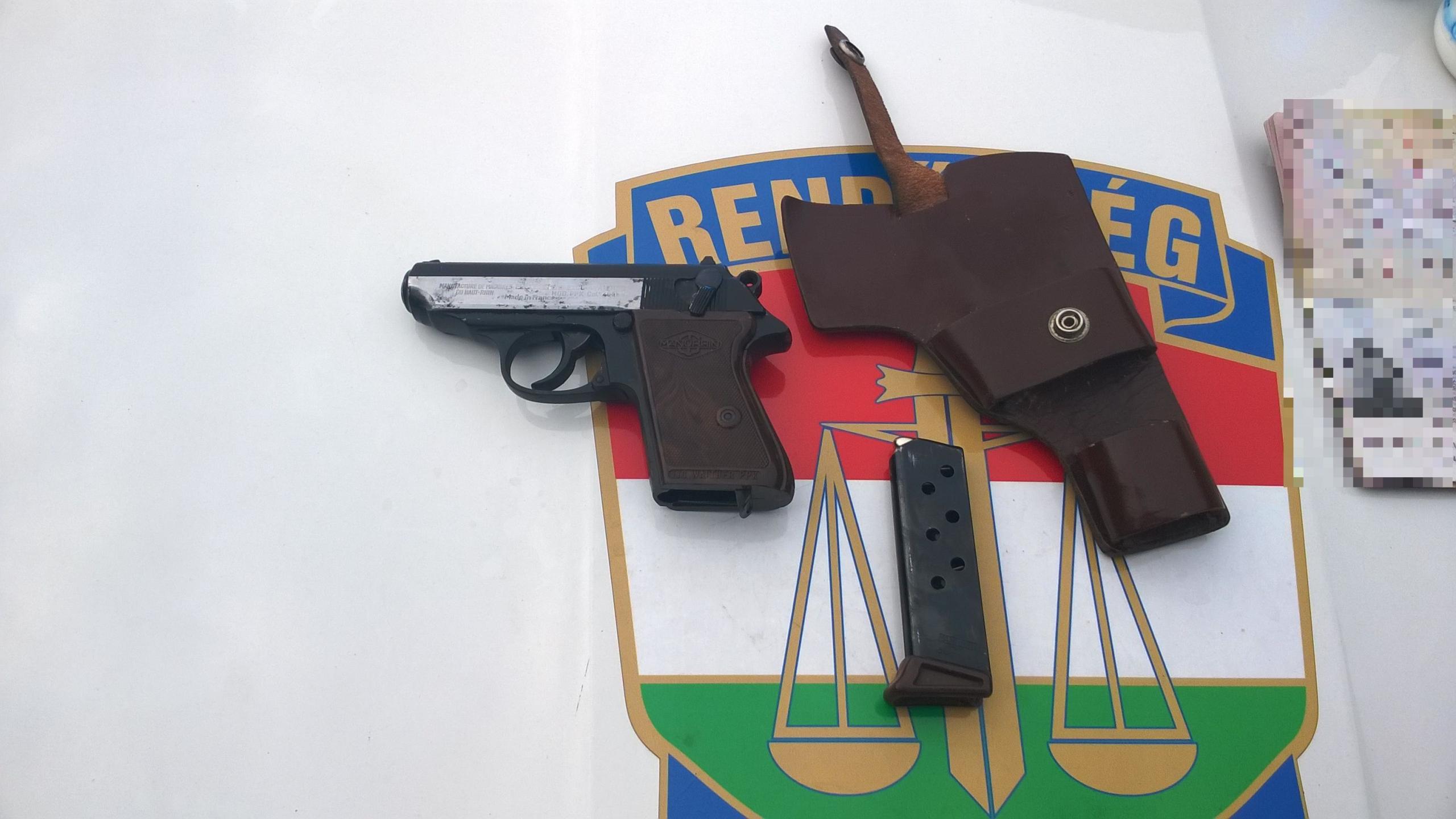 Fegyverrel akarta megállítani a győri autósokat egy zavart szerb férfi