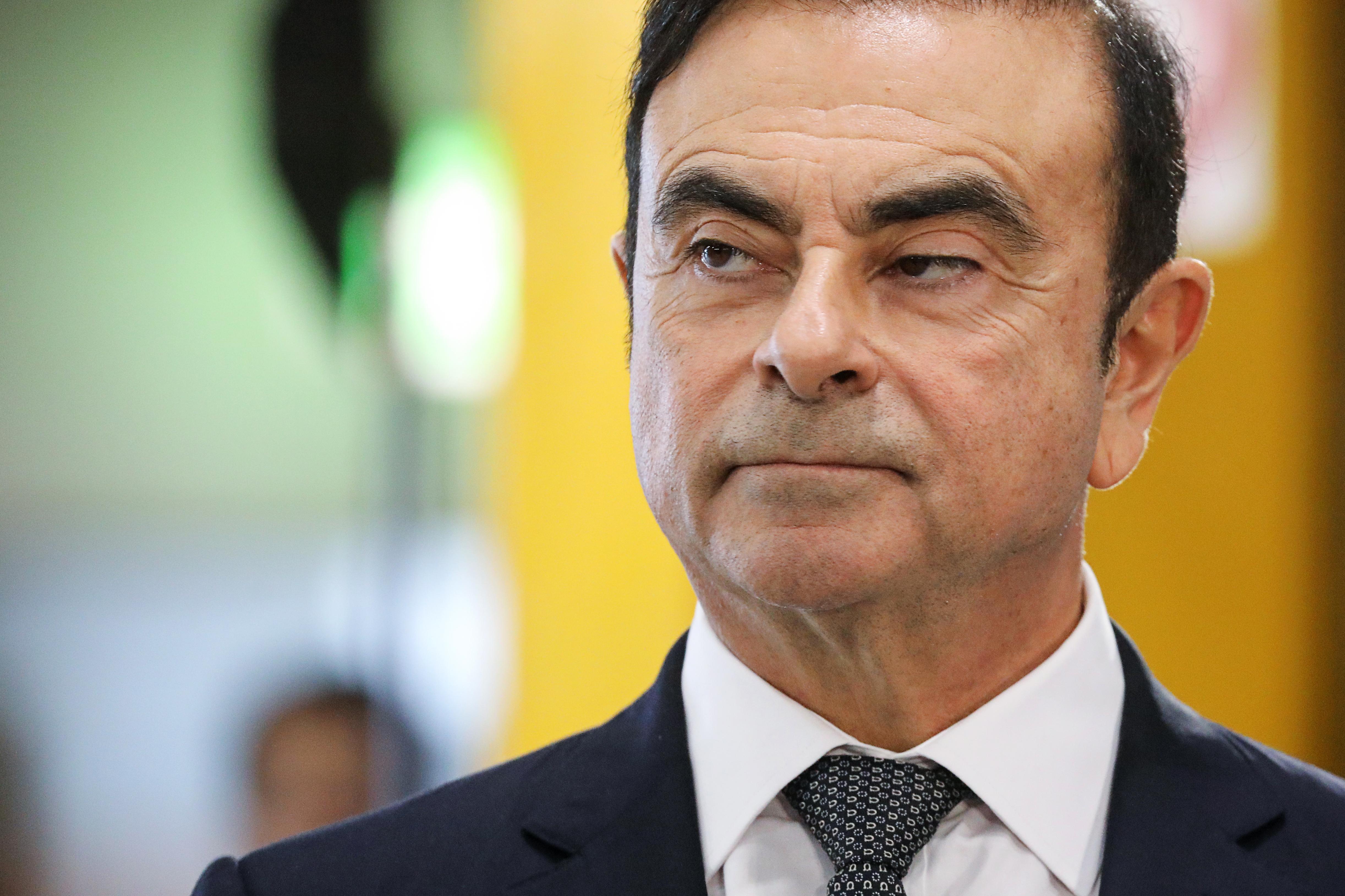 Egy tokiói bíróság elítélte a Nissan-vezér szökését segítő két amerikait