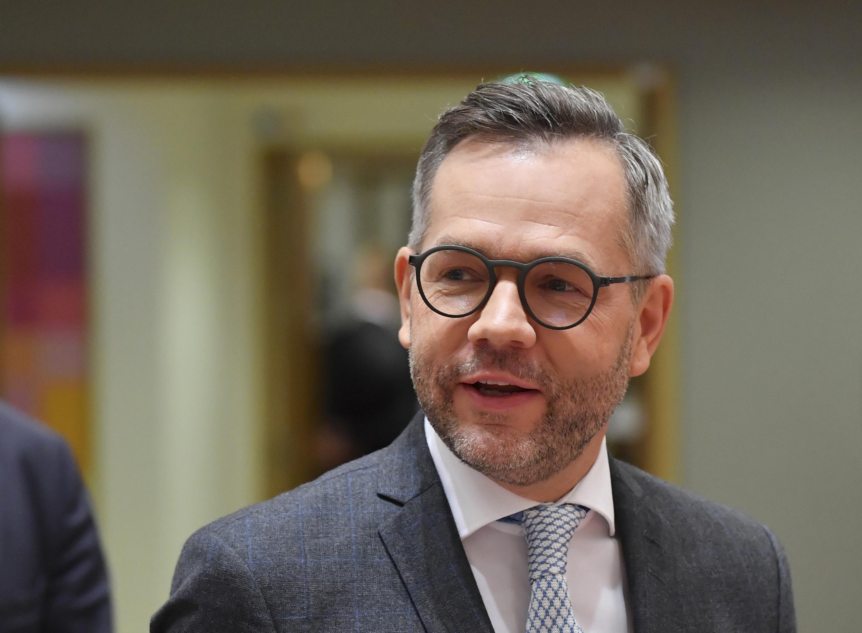 """A német kormány szerint az LMBTQ emberekkel szemben """"súlyos állami diszkriminációt"""" jelent a magyar """"pedofilellenes törvény"""""""