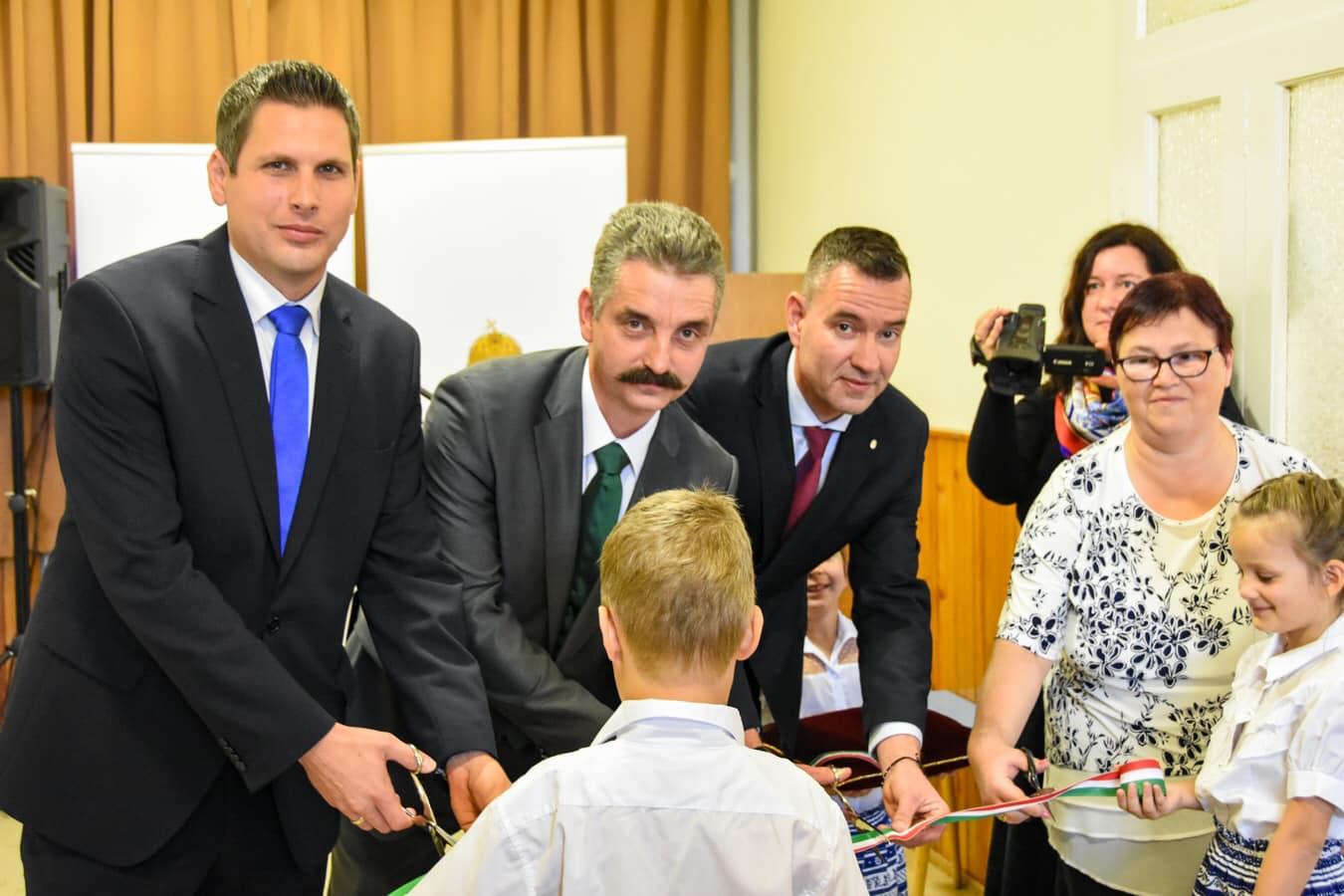 Óvodások előtt tartott kampánybeszédet, büszkélkedik a fideszes miniszterelnöki biztos