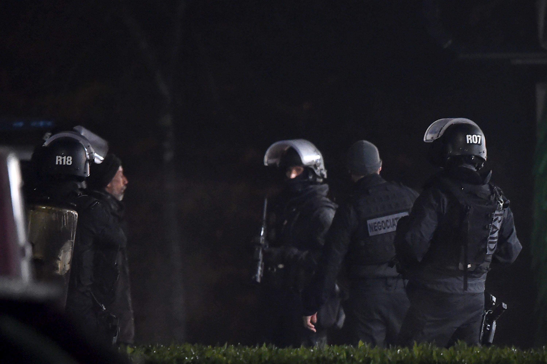 Gránáttal érte volna el egy francia férfi, hogy Macron fogadja a tüntetőket