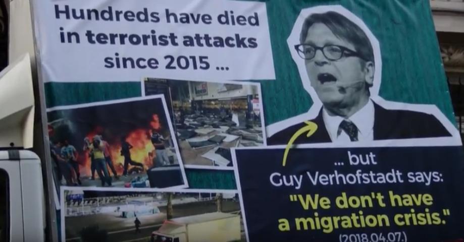 Brüsszeli ellenkampánnyal válaszol a kormány Verhofstadt óriásplakátjaira