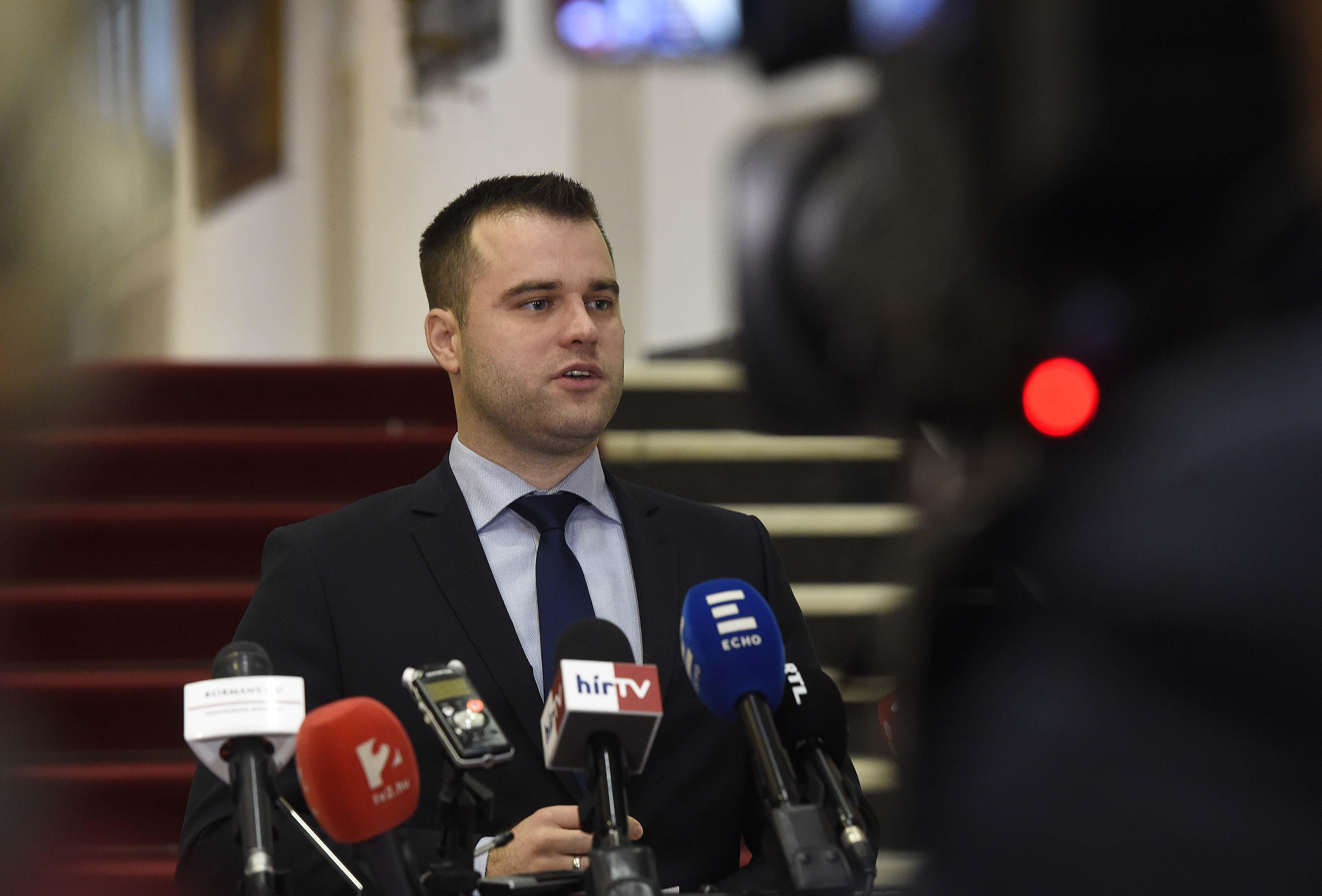 A jobbikos Staudt Gábor otthagyja a Parlamentet