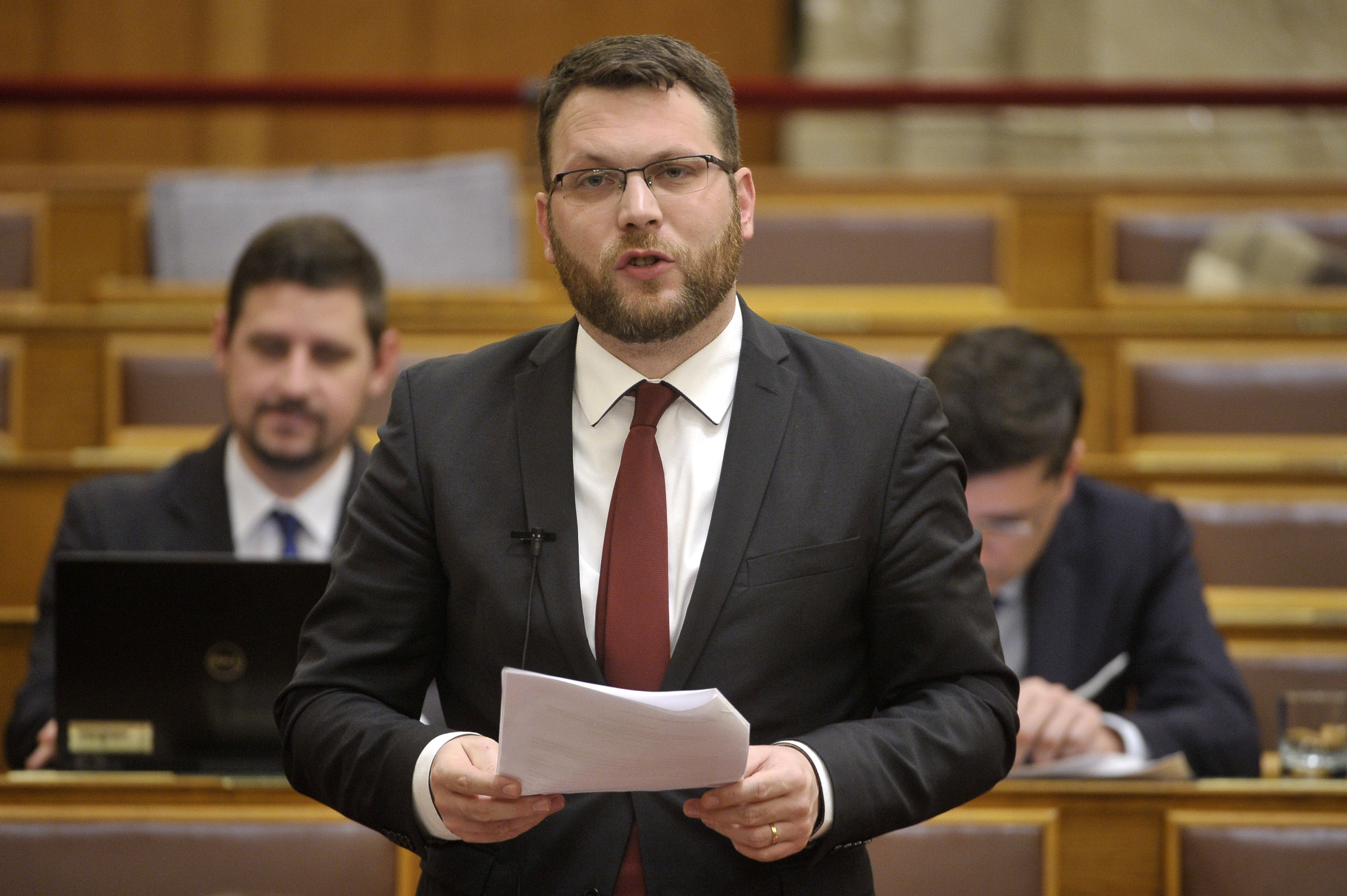 Megszavazták a törvényt, 10 évre titkosak a Budapest-Belgrád vasútfejlesztési projekt egyes adatai