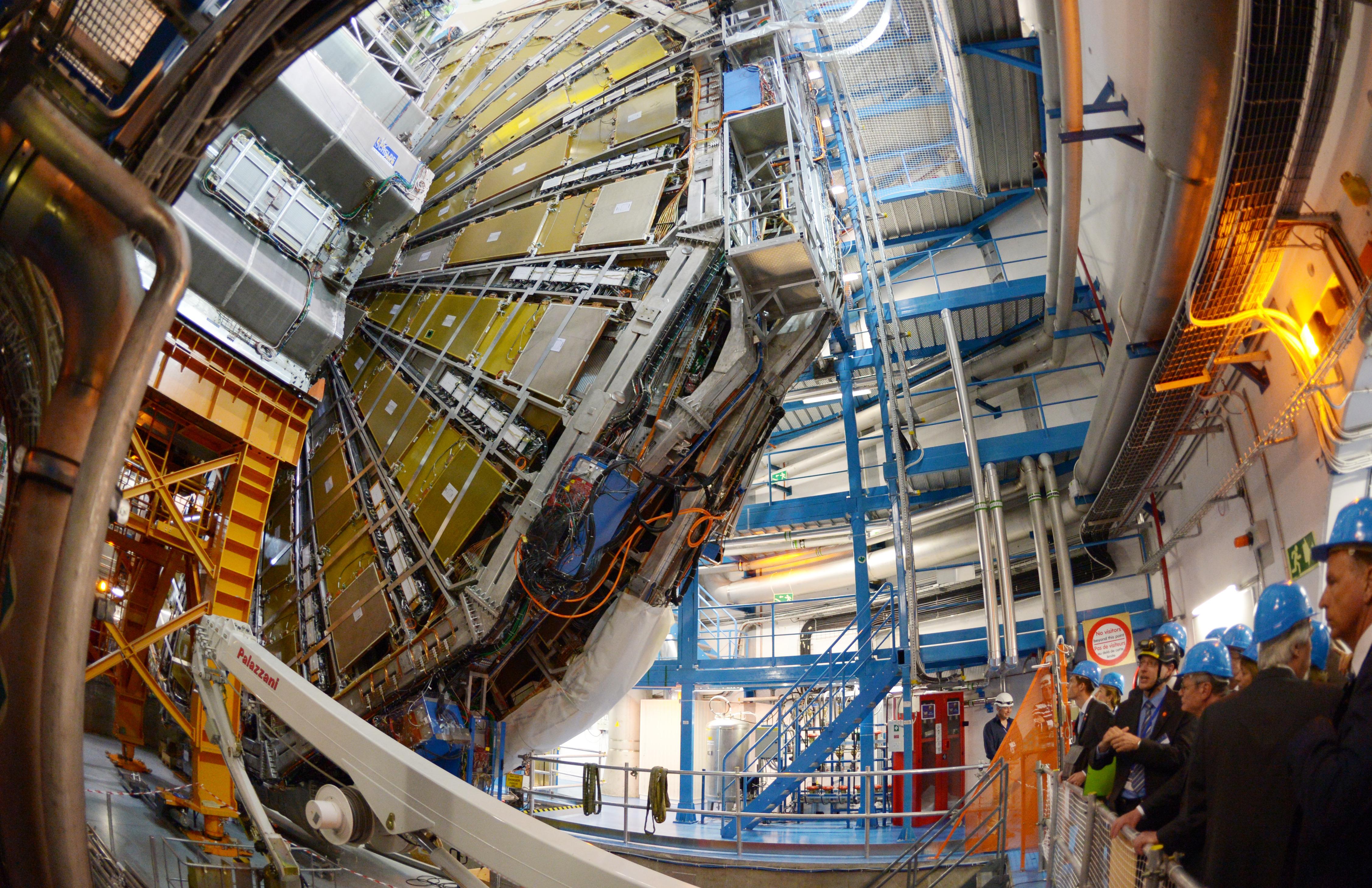 Két évre leállítják a CERN nagy hadronütköztetőjét