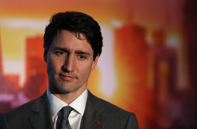 Kínos partifotók miatt kért elnézést Kanada liberális miniszterelnöke