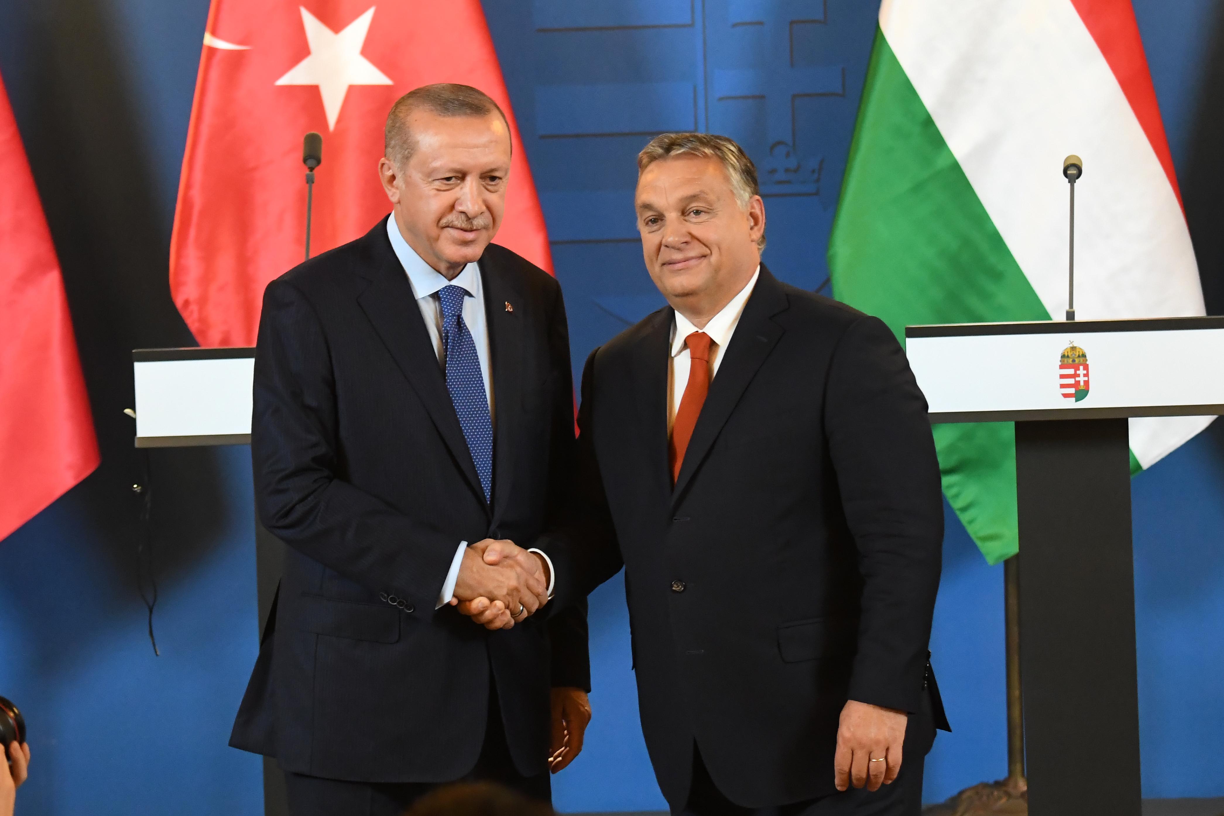 Magyarország reggel még megvétózta, de estére sikerült elfogadni a törököknek címzett EU-s felszólítást
