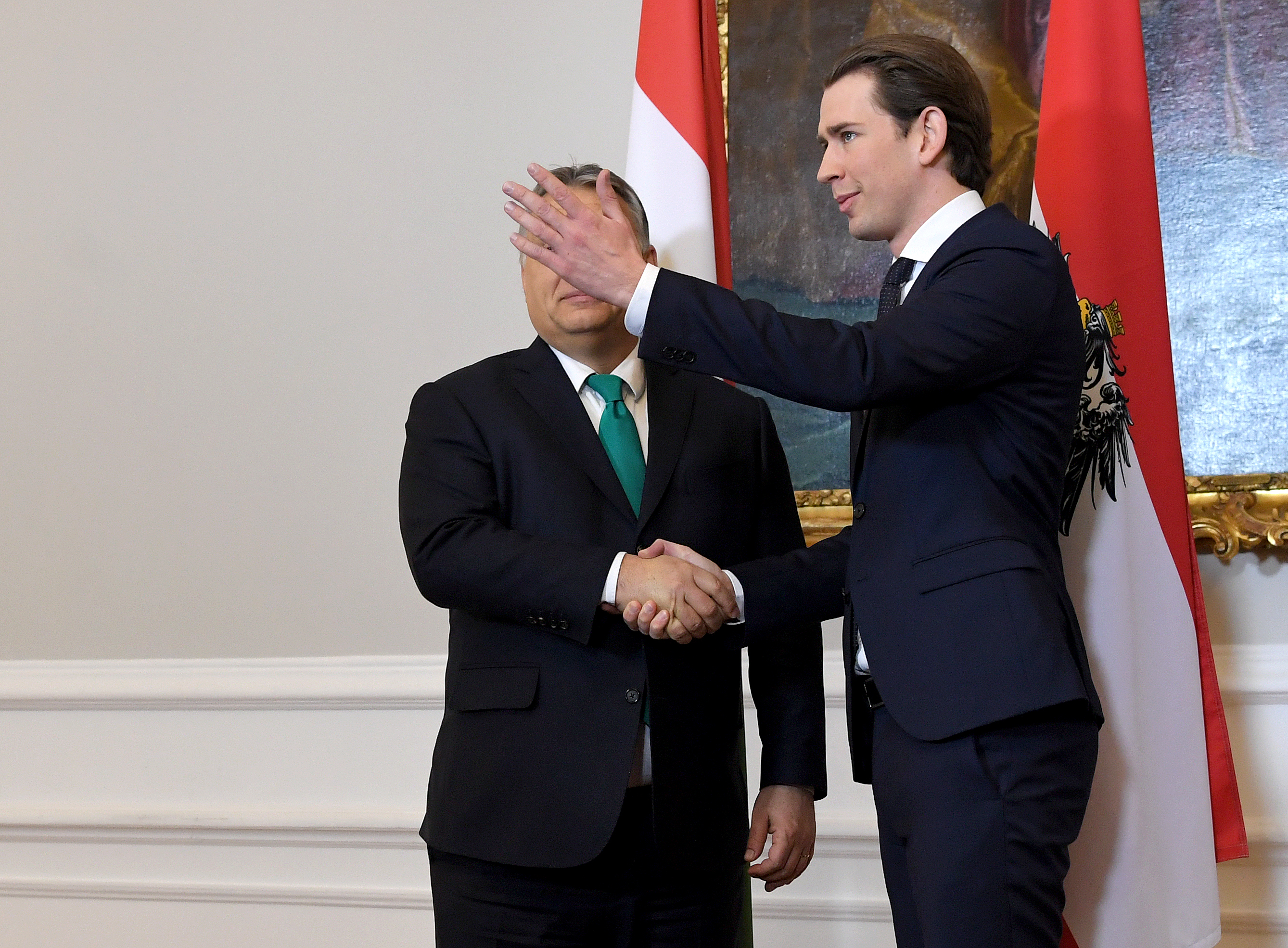 Az osztrák kancellár fél évre függesztené fel a Fidesz néppárti tagságát