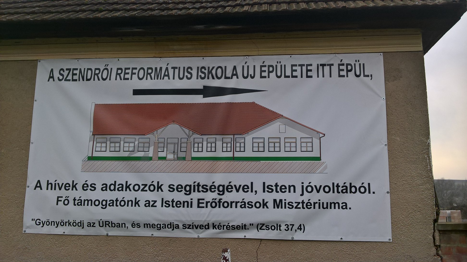 A Teremtő és a magyar kormány rovására sütöttek el egy ördögi szóviccet a szendrői reformátusok