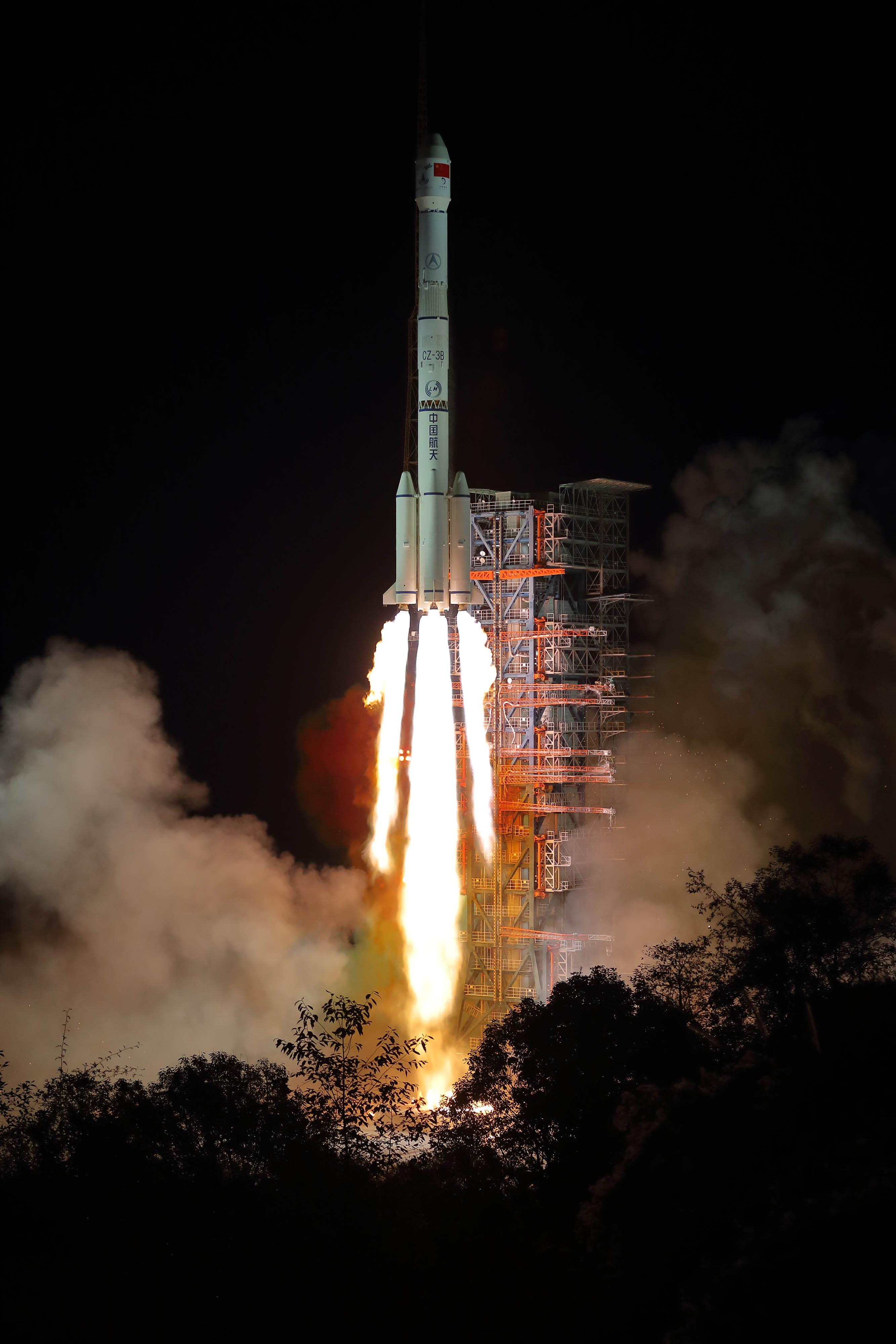 Útnak indult a Hold sötét oldalát kutató kínai űrszonda