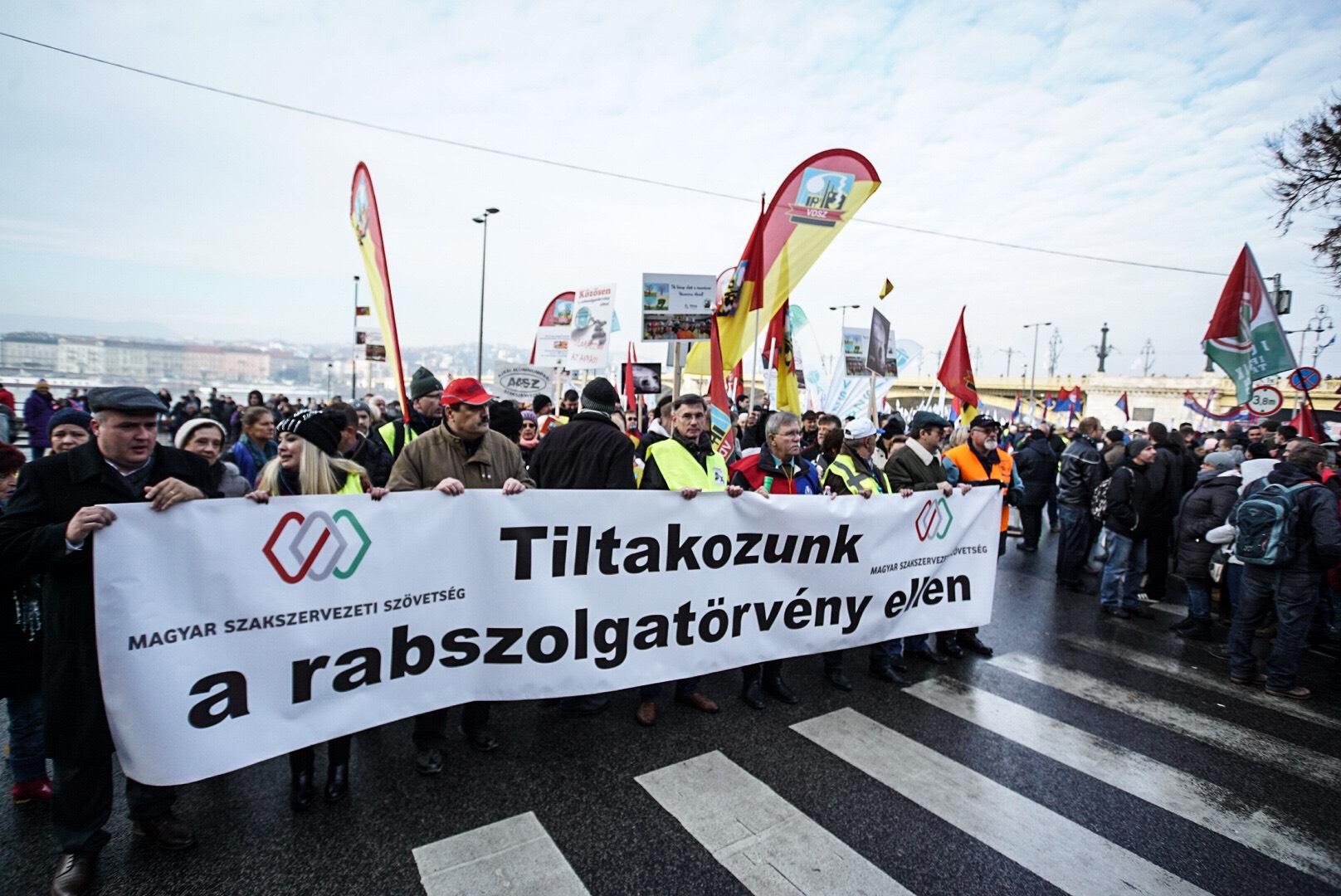 A Népszava szerint ez a szakszervezetek 4 követelése