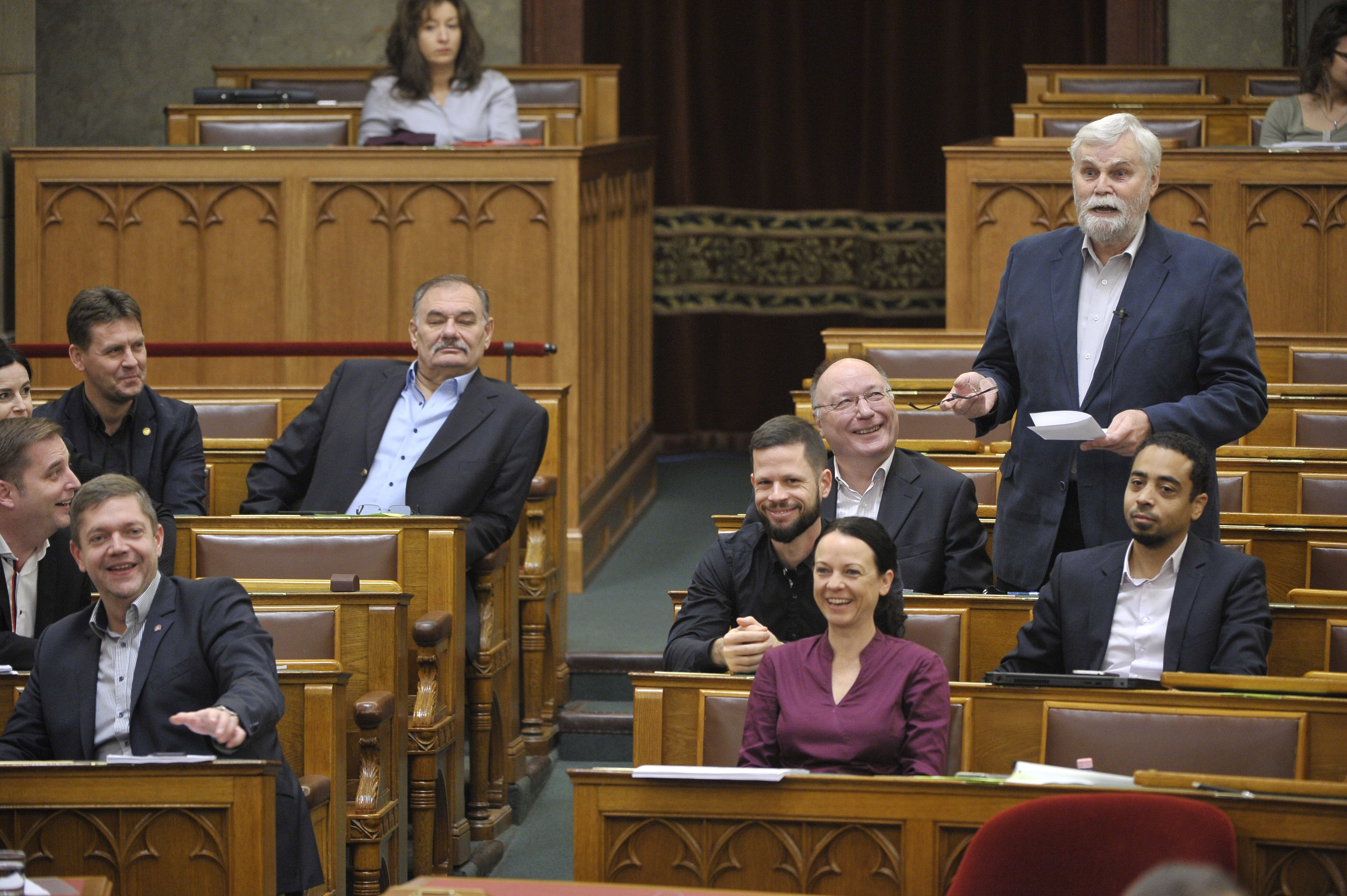 A Fidesz indoka az ellenzéket bénító törvényjavaslatra: a Párbeszéd frakcióalakítása