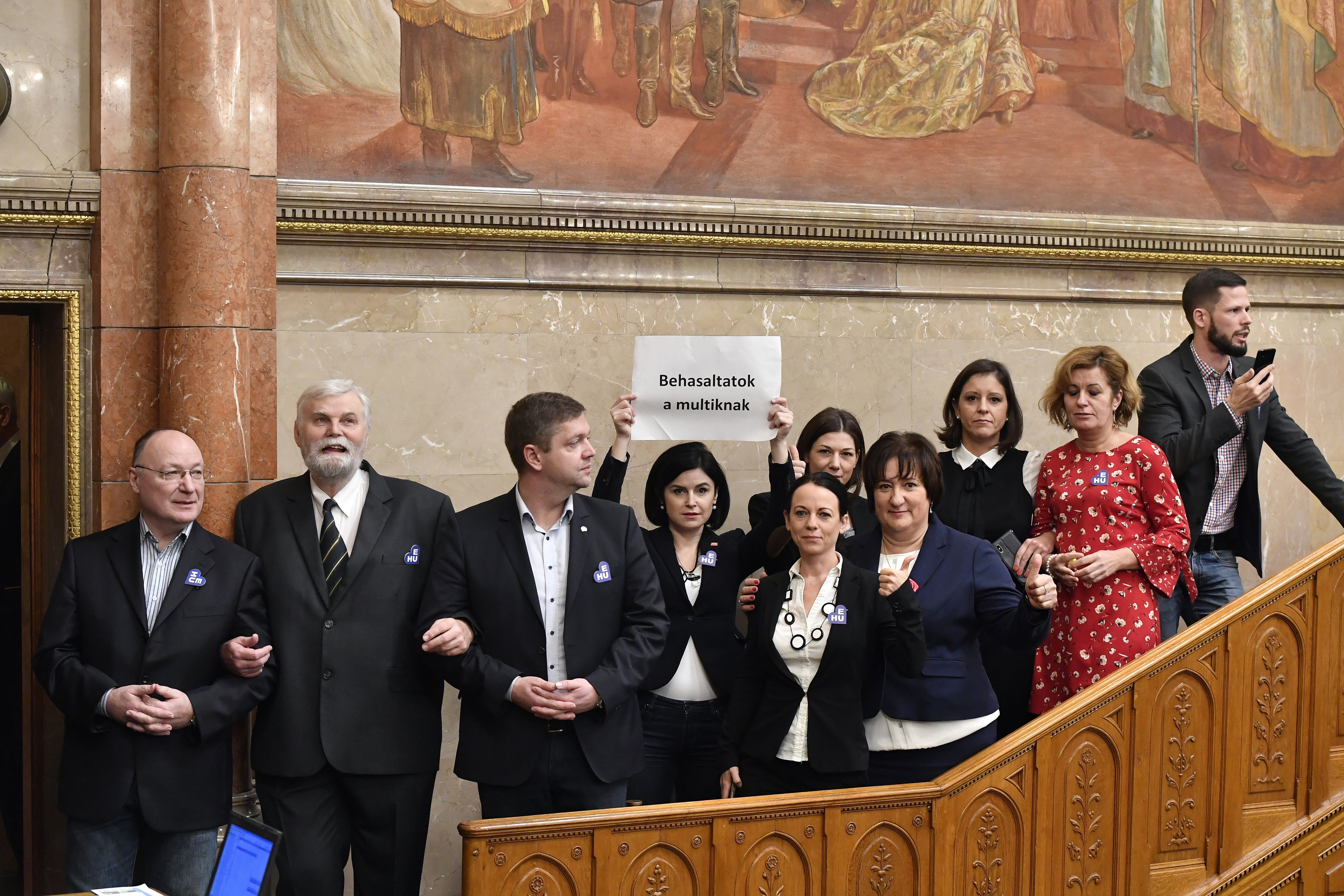 Mostantól akár 60 napra is kitilthatják a képviselőket a Parlamentből
