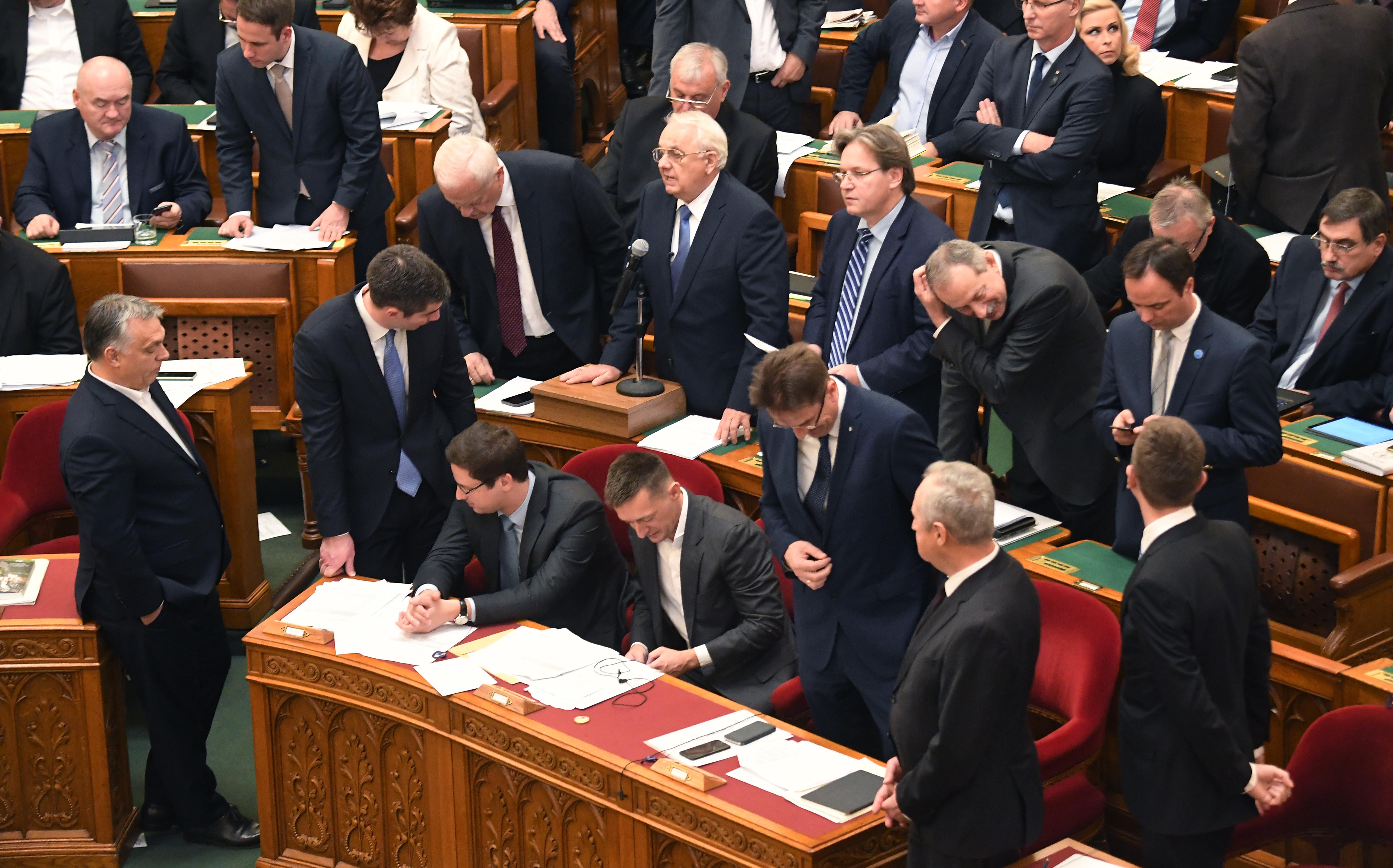 Latorcai az ellenzéki képviselők miatt szigorítaná a Házszabályt
