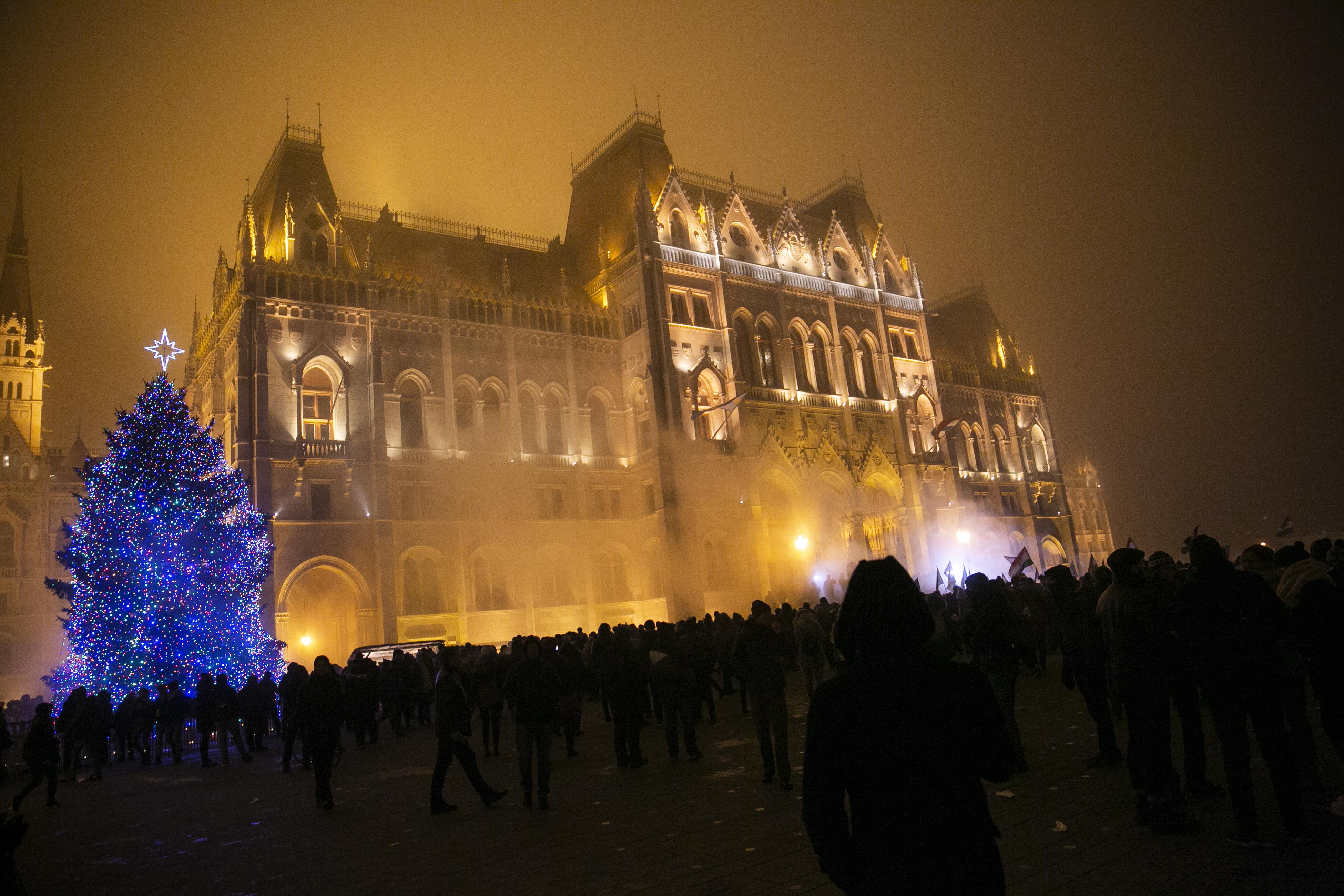 Pontról pontra cáfolja a VDSZ a Fidesz állításait a túlóratörvényről