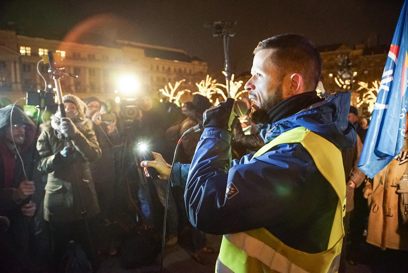 """Tordai Bence a tüntetésen: """"Az új ellenzéket a rendőrség gumibotjai kovácsolják össze"""""""