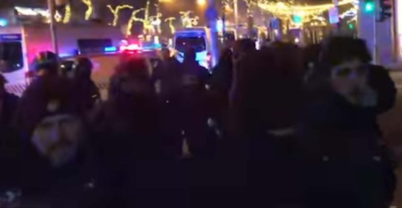 Ötcsillagos választ adott a rendőrség a rendőrautóban megvert diák ügyében