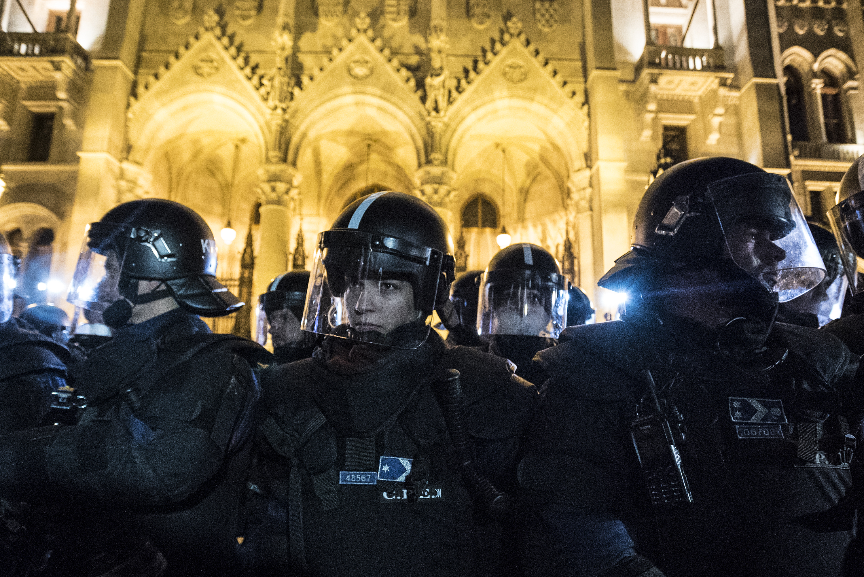 A Fidesz úgy riogat folyton ellenzéki zavargásokkal, mintha még lenne értelme itt bármiért zavarogni