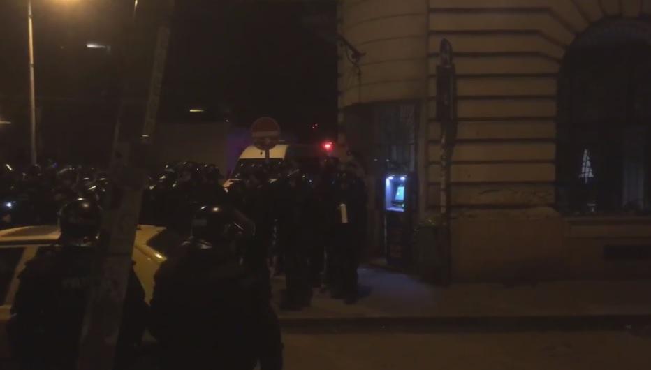 Nem sokat vesződtek a rendőrök az indoklással, amikor 30 órára begyűjtötték az embereket a Klauzál térről